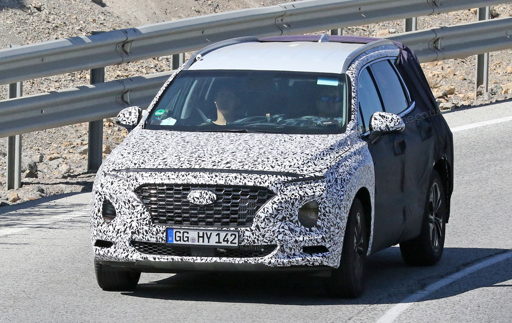 Hyundai previews next-gen FCEV, electric Kona confirmed