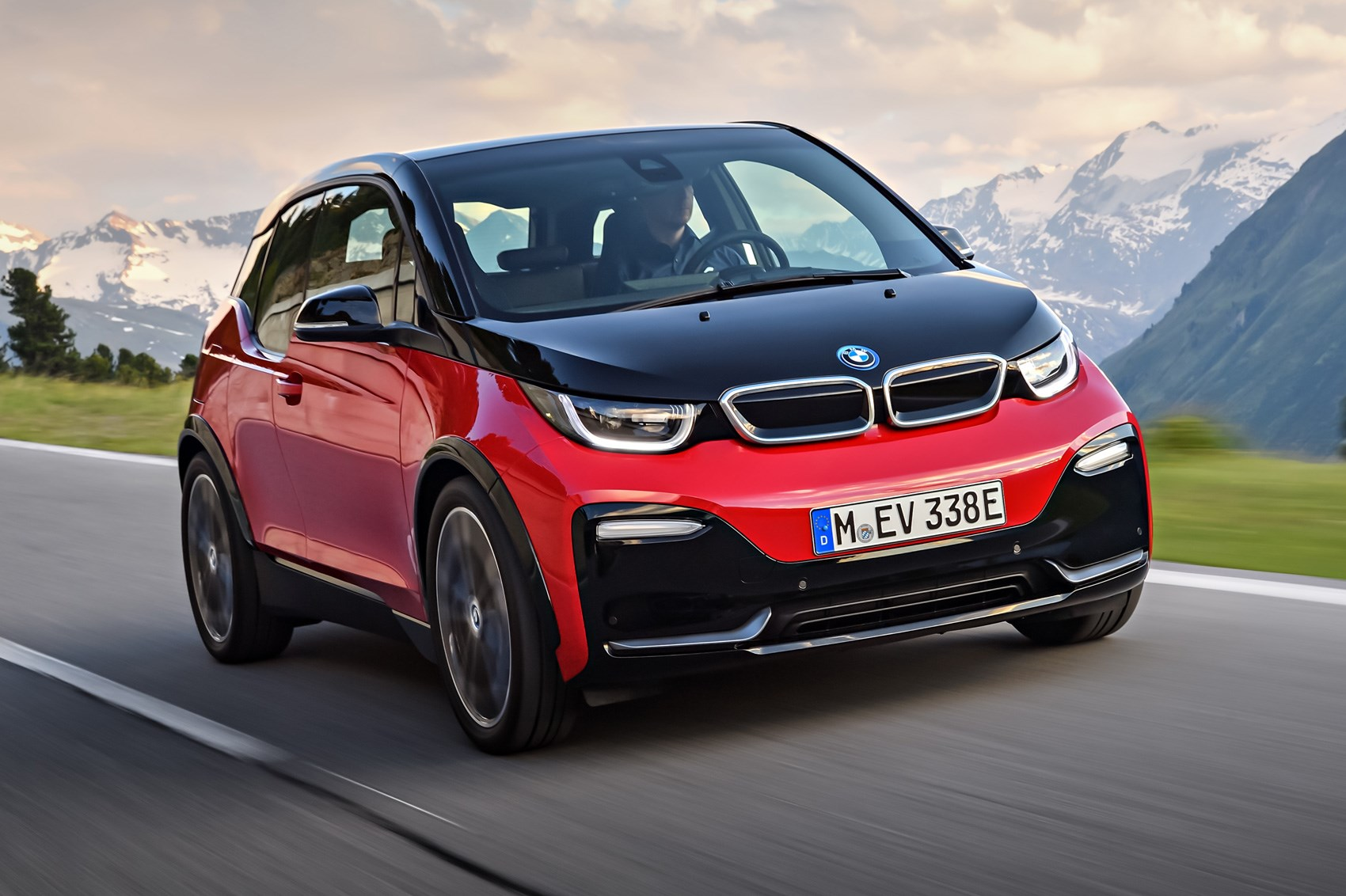 bmw i3 and i3 s electric car gets power boost for 2018 car magazine. Black Bedroom Furniture Sets. Home Design Ideas