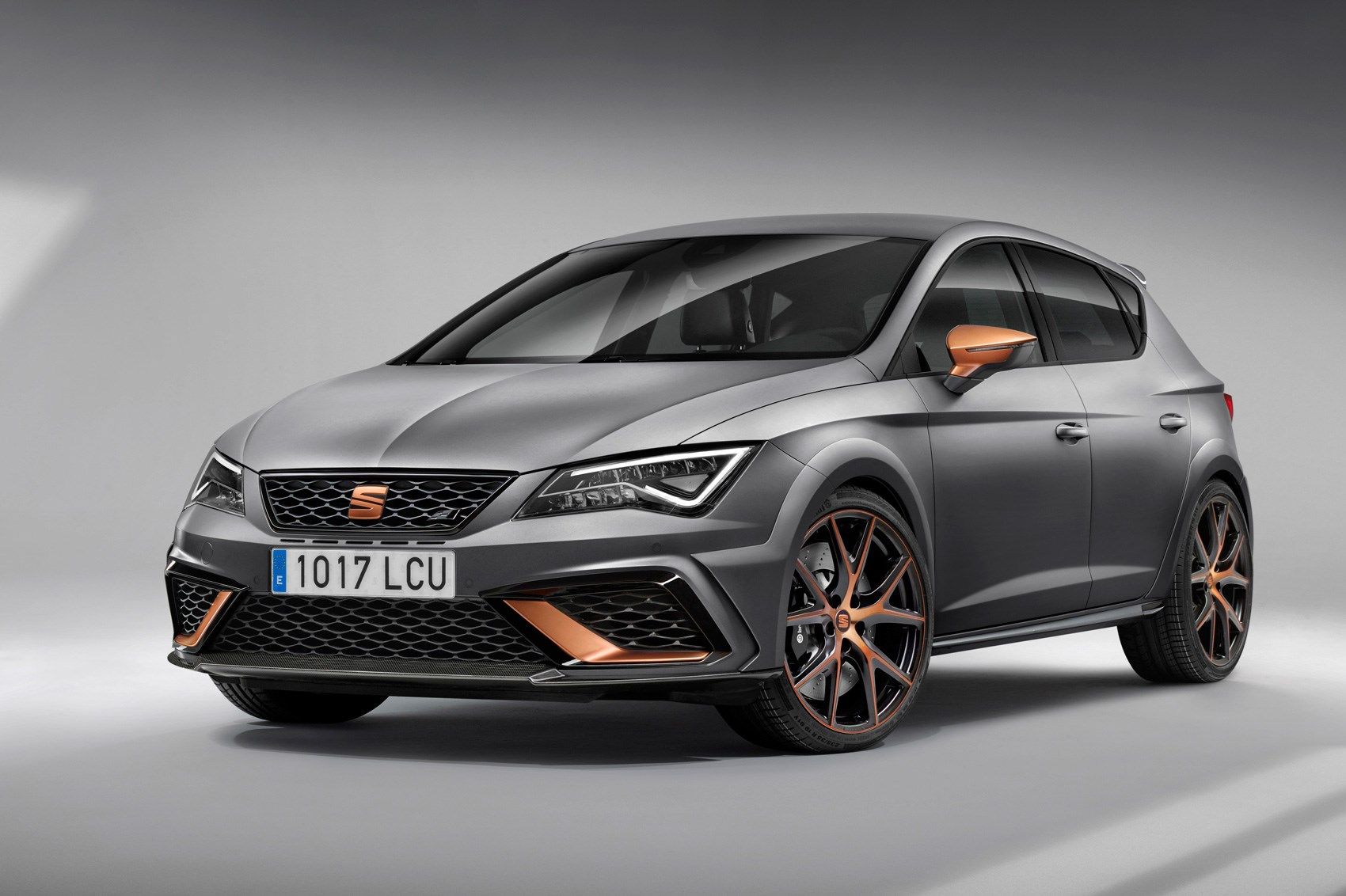 seat 39 s new leon cupra r limited to 799 cars. Black Bedroom Furniture Sets. Home Design Ideas