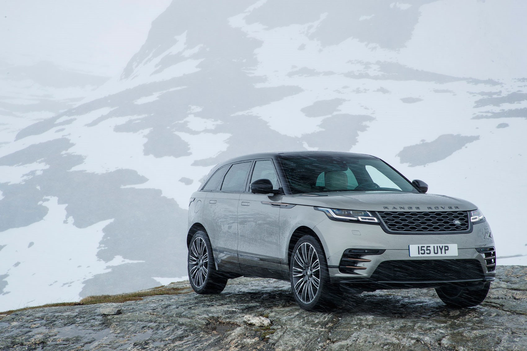 range rover velar first edition p380 2018 review by car magazine. Black Bedroom Furniture Sets. Home Design Ideas