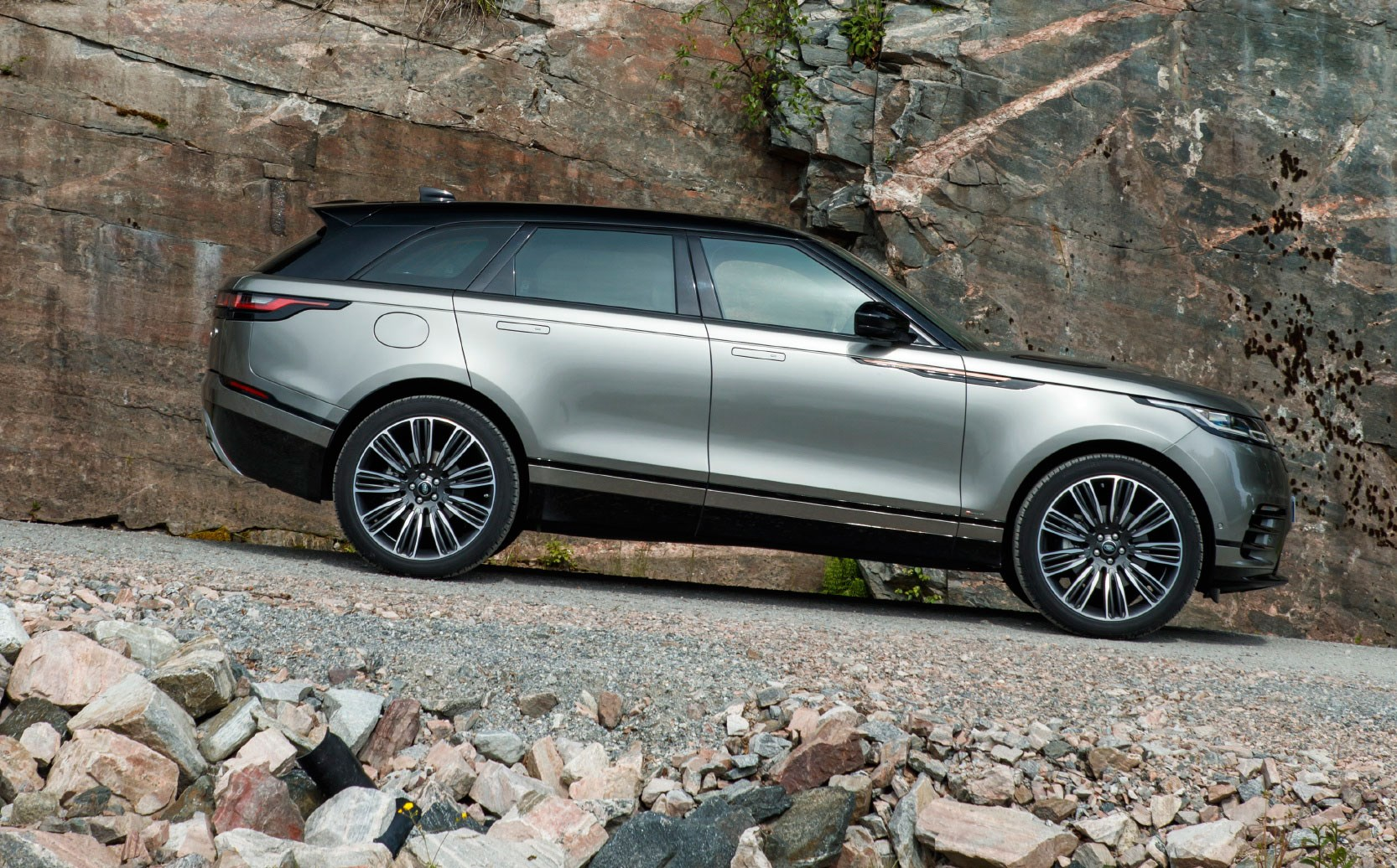 range rover velar first edition p380 2018 review car magazine. Black Bedroom Furniture Sets. Home Design Ideas