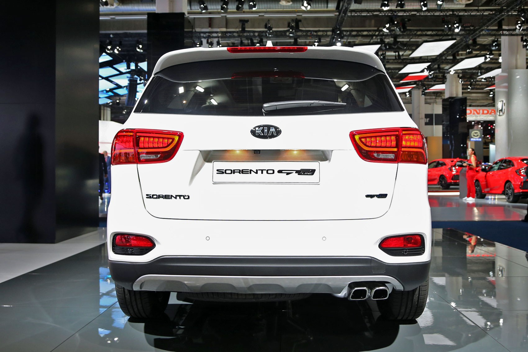 Sorento gets sporty top spec gt line among 2017 kia suv for Kia motor company usa