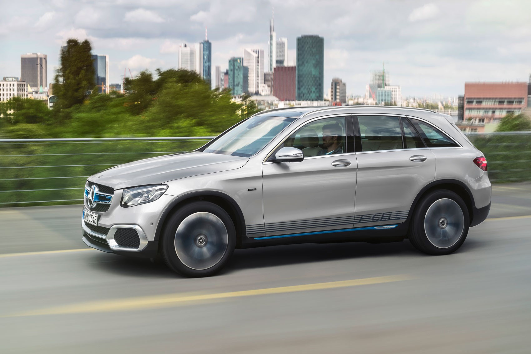 Mercedes glc f cell hydrogen car car magazine for Mercedes benz fuel cell