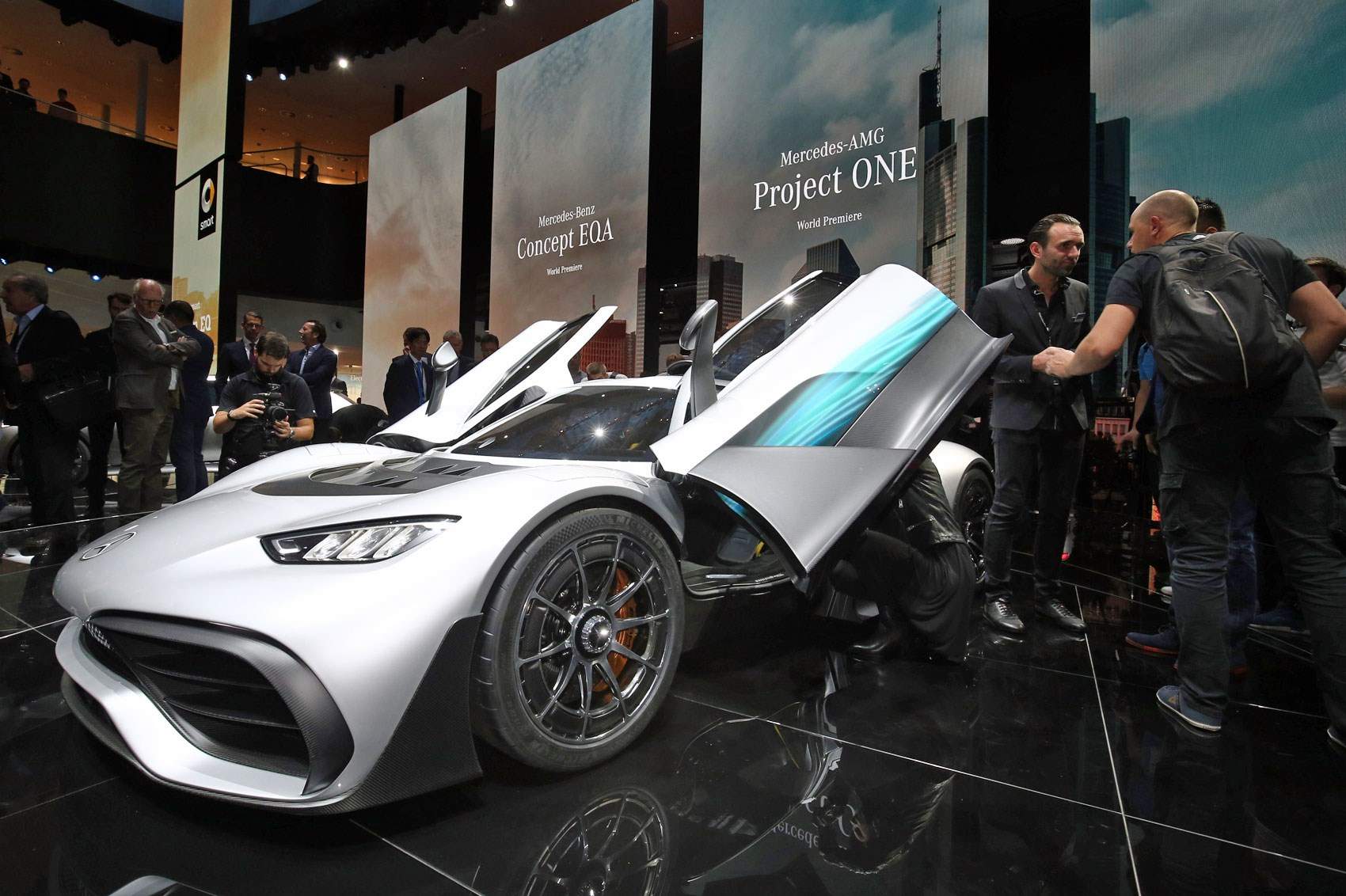 mercedes amg project one revealed the ultimate hypercar car magazine. Black Bedroom Furniture Sets. Home Design Ideas