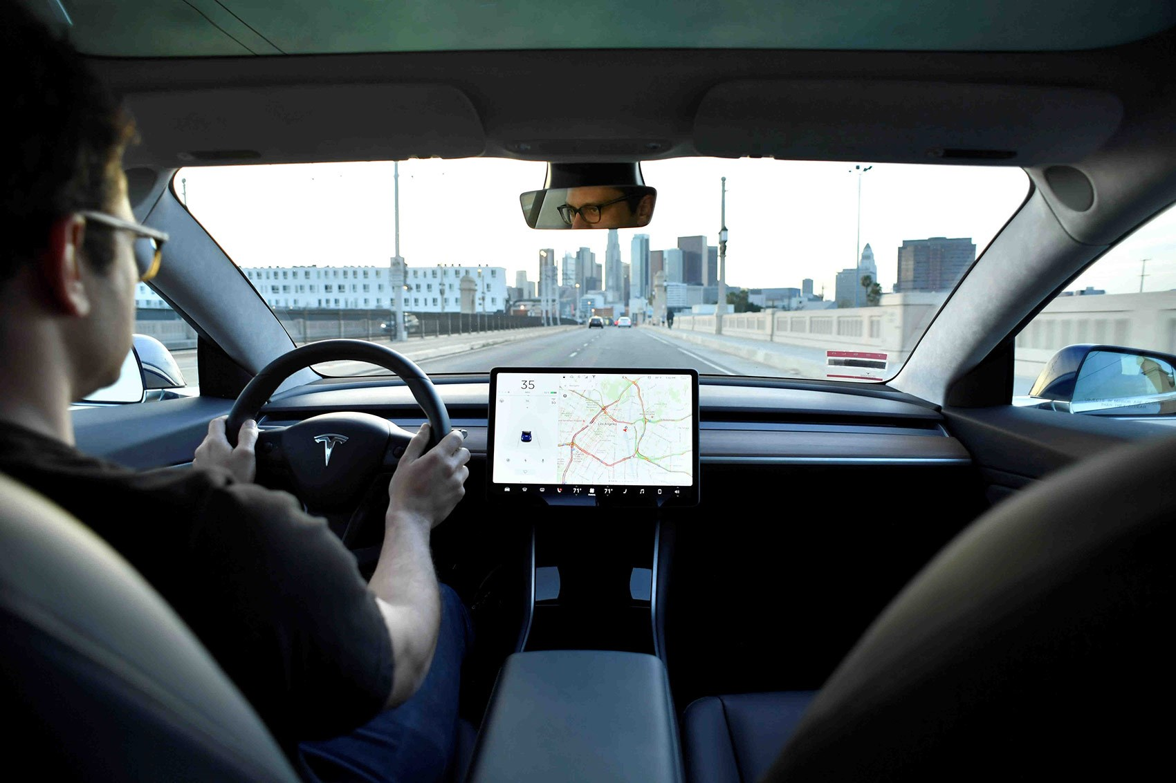 Tesla Model 3 cabin: a classy, buttonless interior
