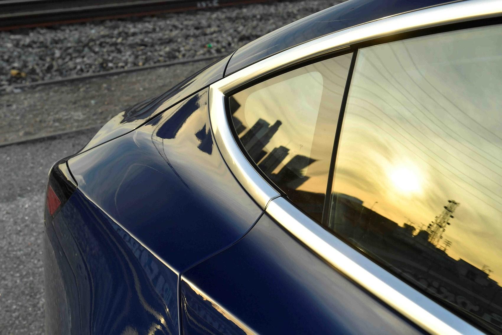 Tesla Model 3 windows