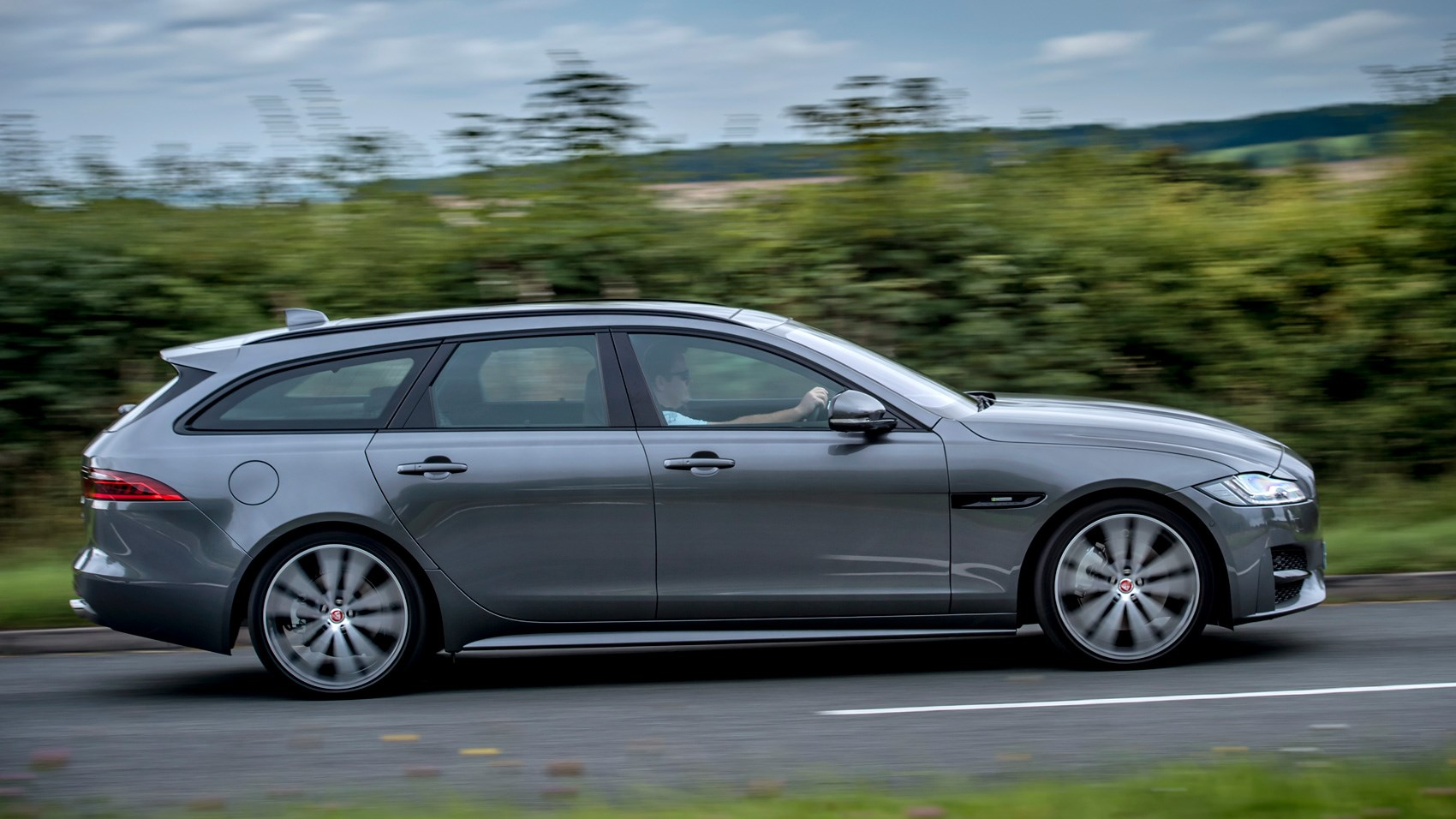 jaguar xf sportbrake estate 2017 review car magazine. Black Bedroom Furniture Sets. Home Design Ideas