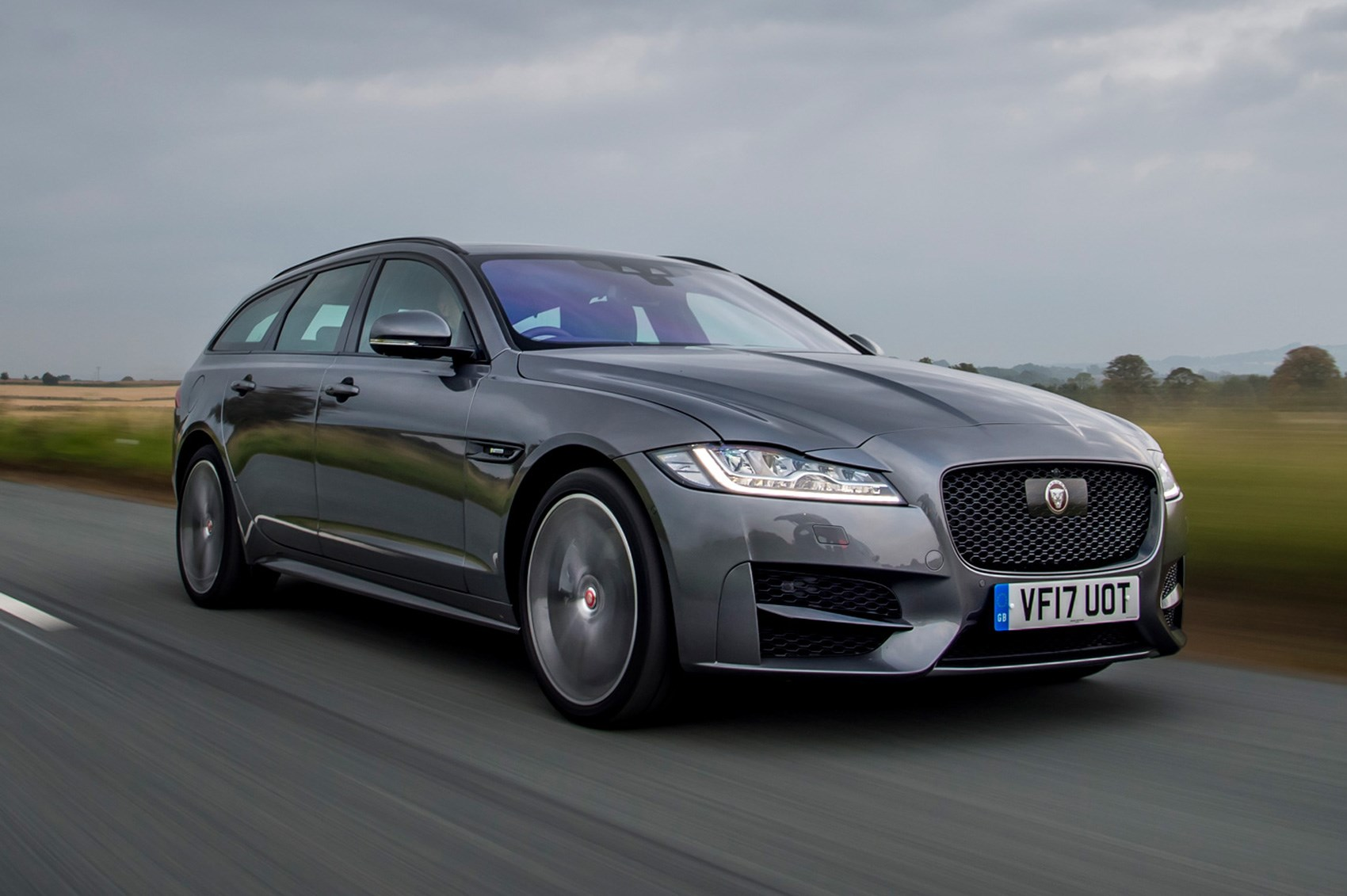 jaguar xf sportbrake estate 2017 review by car magazine. Black Bedroom Furniture Sets. Home Design Ideas