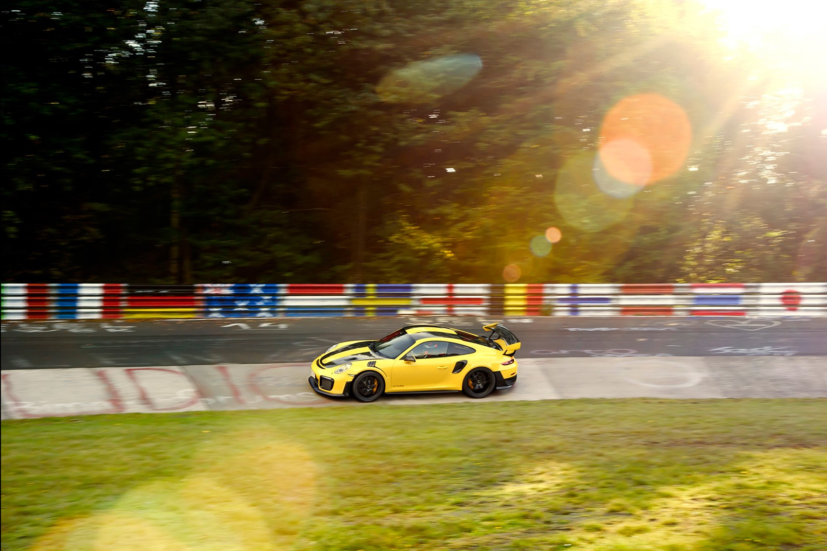 Watch Porsche 911 GT2 RS set new 'Ring record