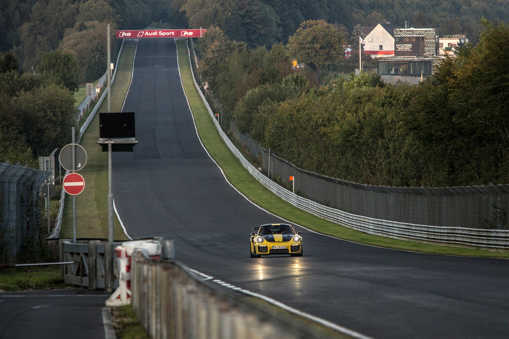 Porsche 911 GT2 RS sets new Nurburgring record