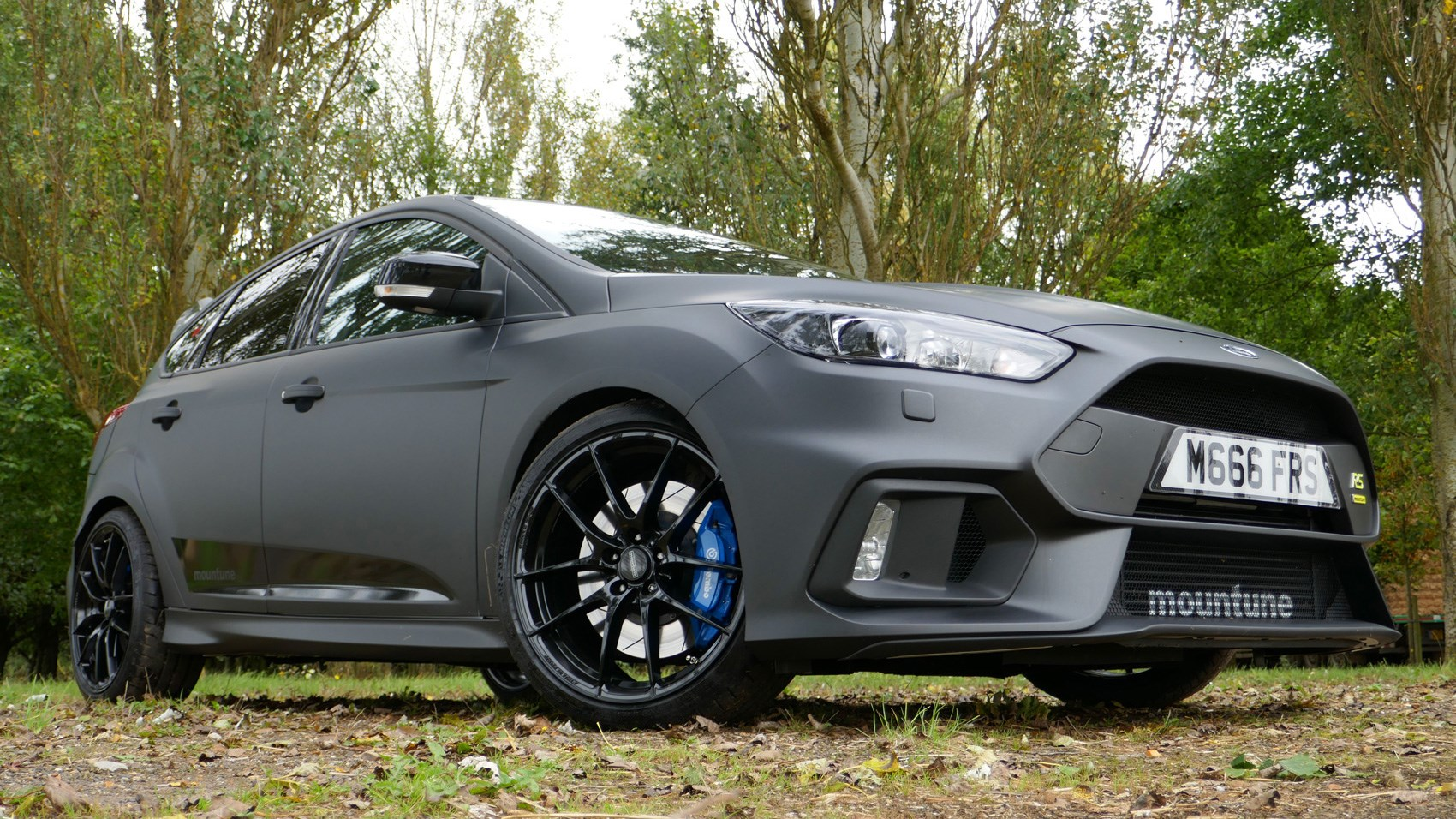 Ford Focus RS M400 Mountune front quarter