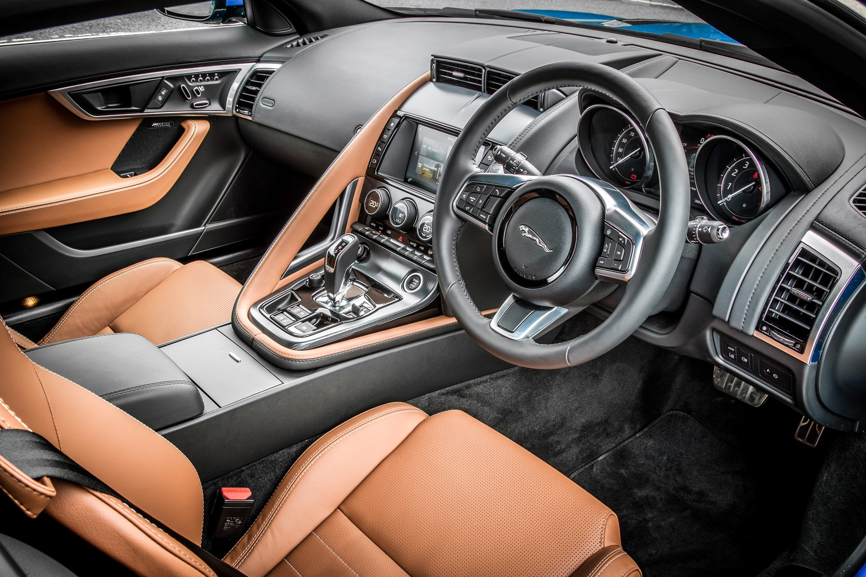 Jaguar F-type 4cyl interior