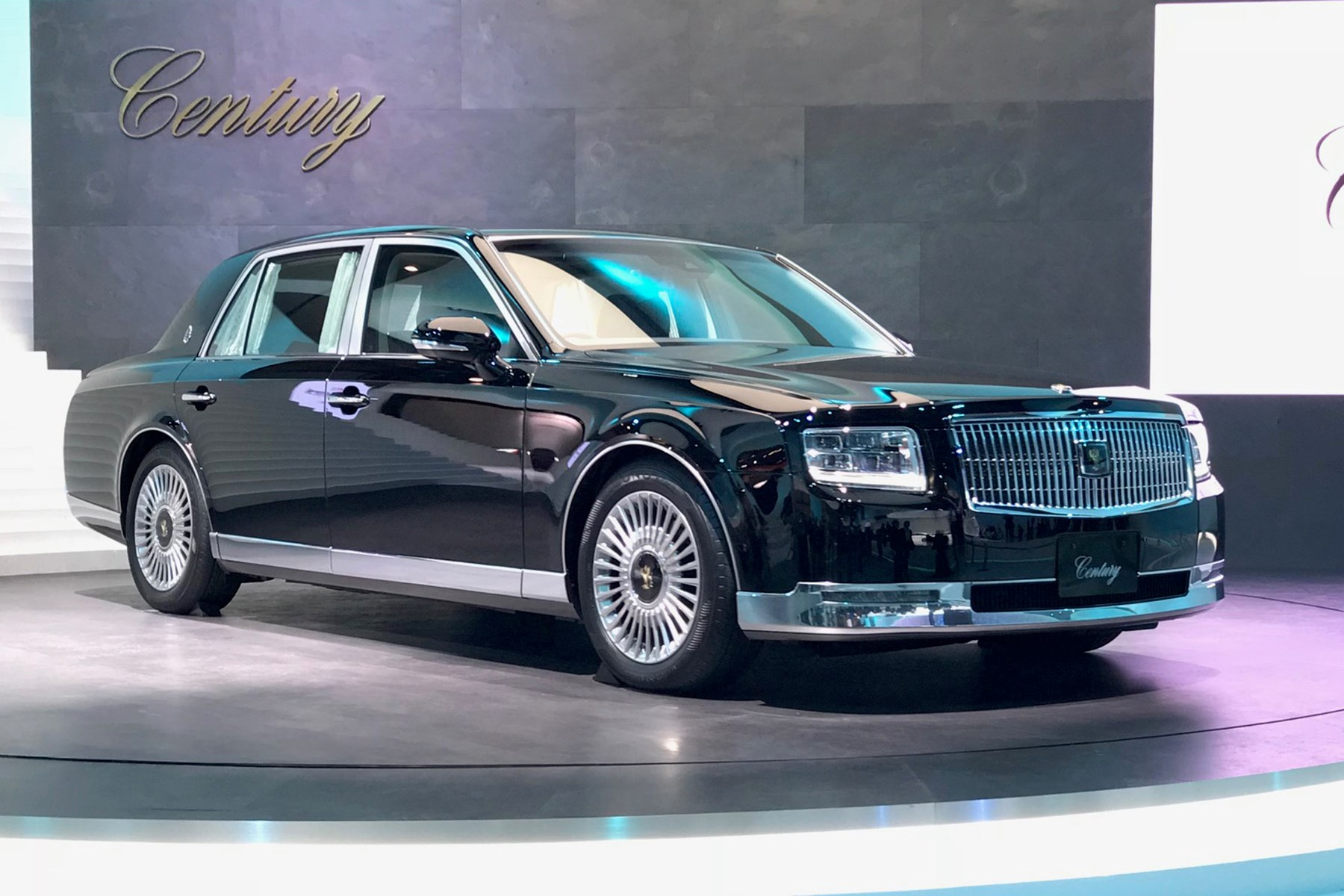 new toyota century limo brings old school class to tokyo 2017 by car magazine. Black Bedroom Furniture Sets. Home Design Ideas