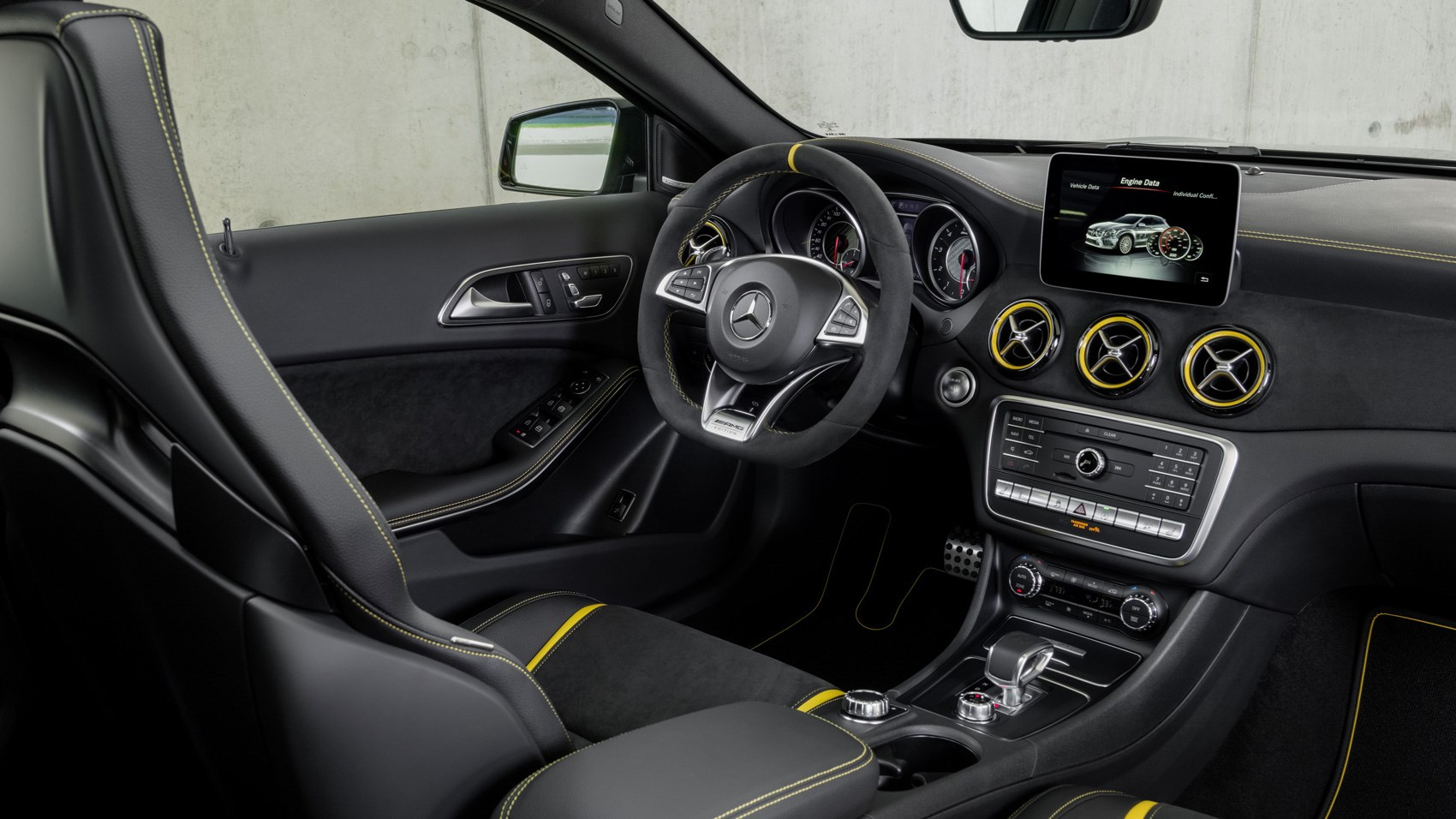 Mercedes-AMG GLA45 Yellow Night Edition interior