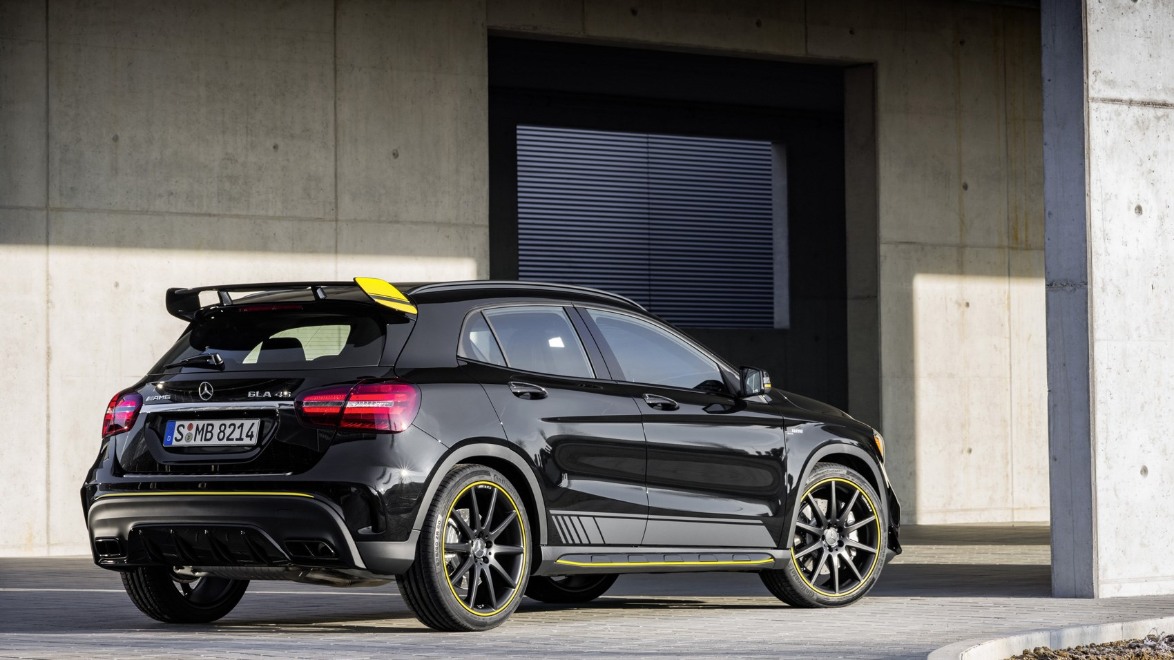 Mercedes-AMG GLA45 Yellow Night Edition