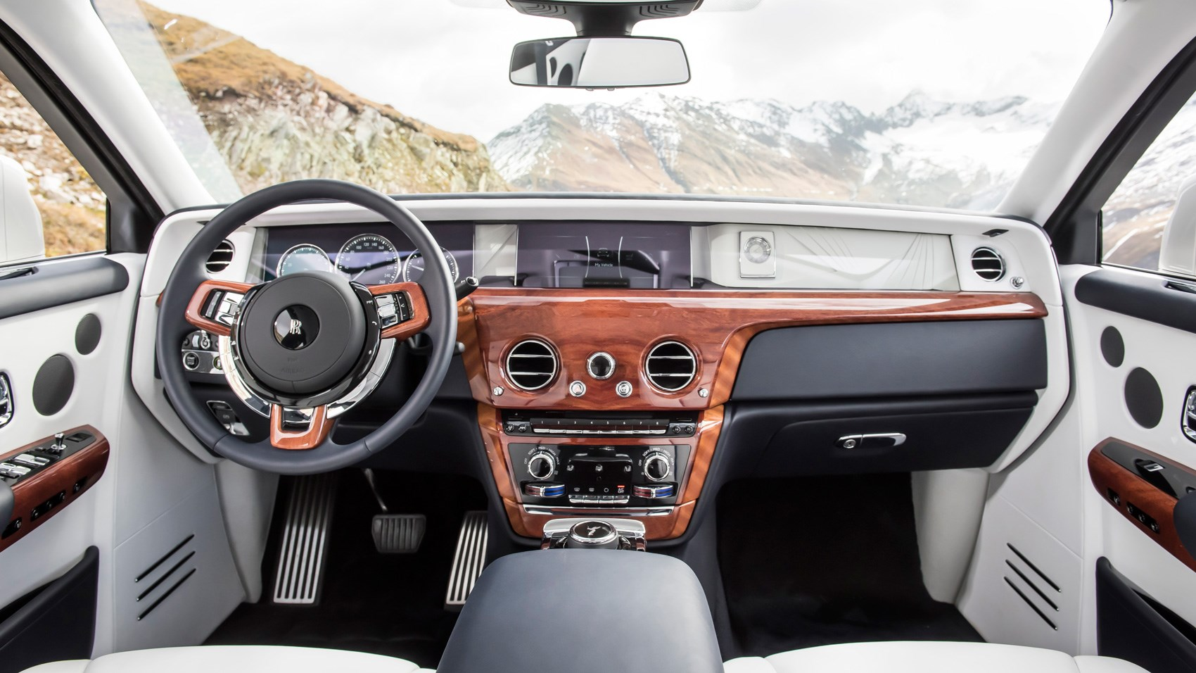 rolls royce phantom 2017 review by car magazine. Black Bedroom Furniture Sets. Home Design Ideas