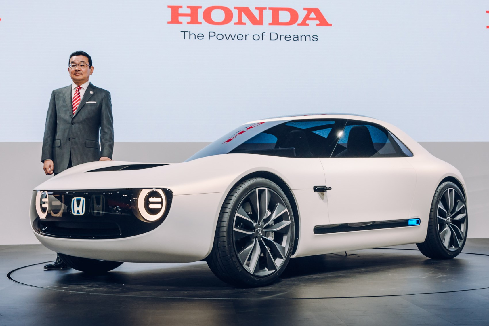 honda reboots the classic 60s sports car with its ev sport concept car magazine. Black Bedroom Furniture Sets. Home Design Ideas