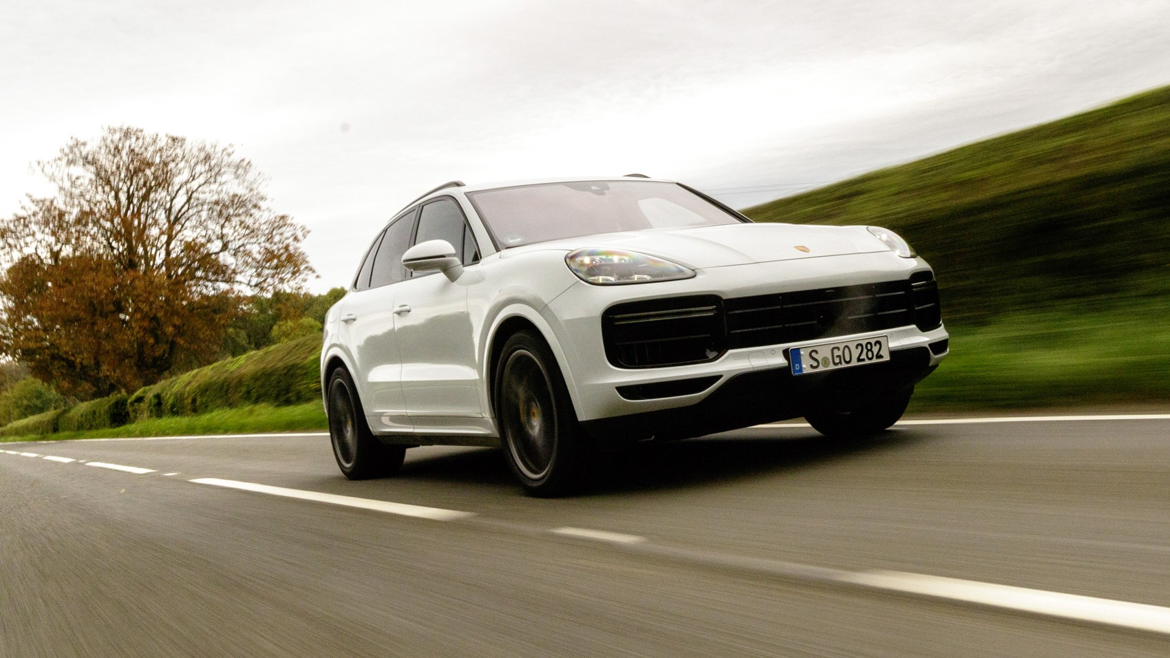 Porsche Cayenne Turbo Front Tracking Low