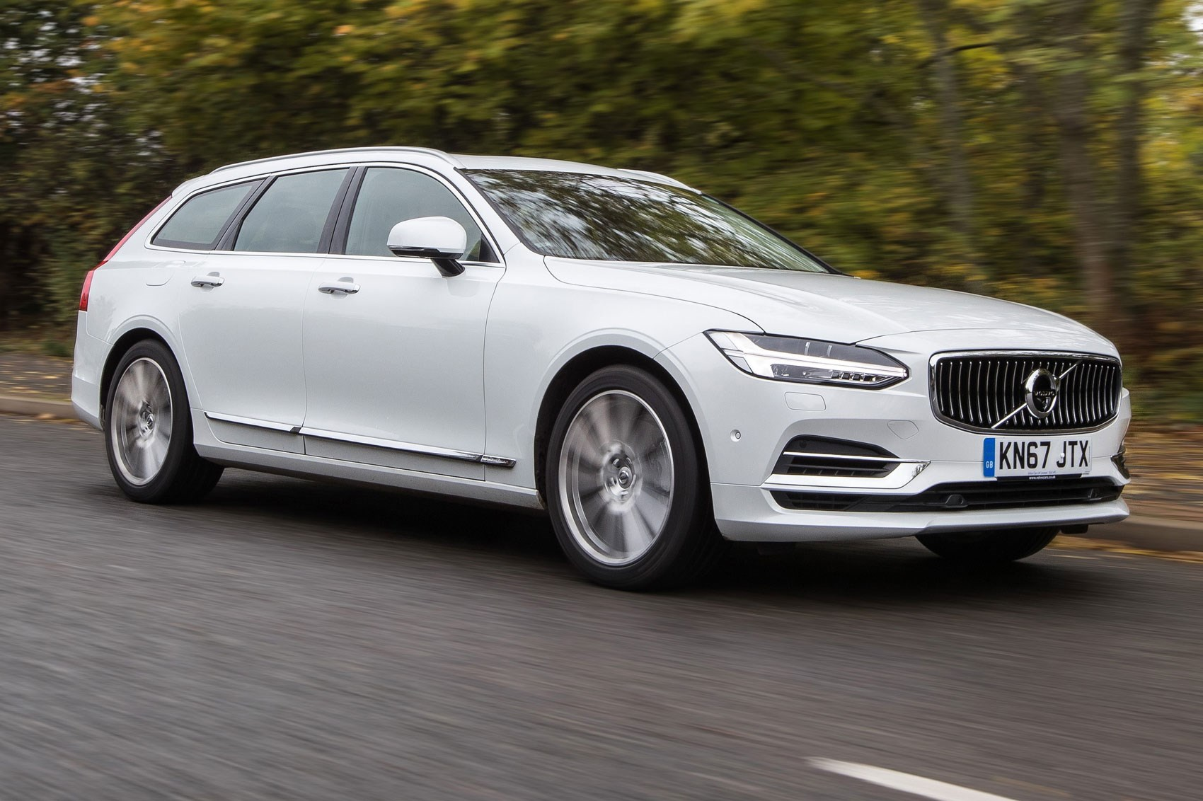 Volvo V90 T8 Twin Engine (2017) review by CAR Magazine