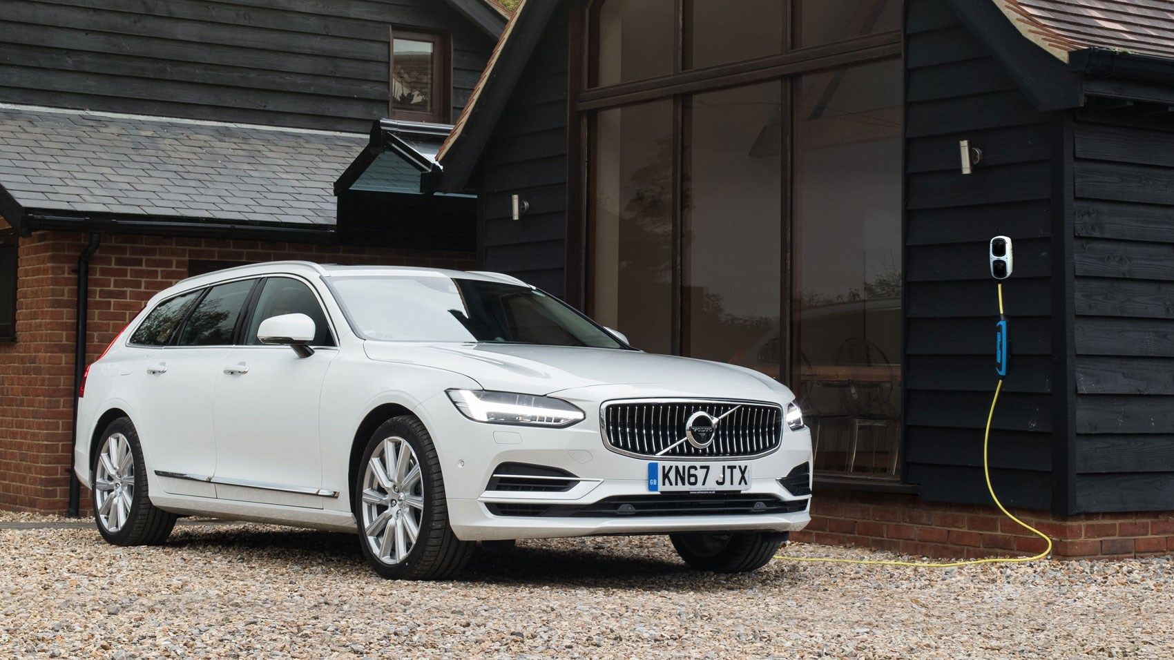 Volvo V90 T8 Twin Engine (2017) review | CAR Magazine