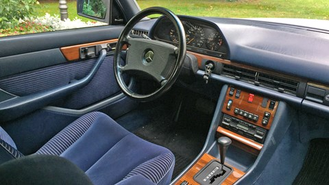 Inside the W126: well-assembled plastics frame suspiciously shiny wood appliques