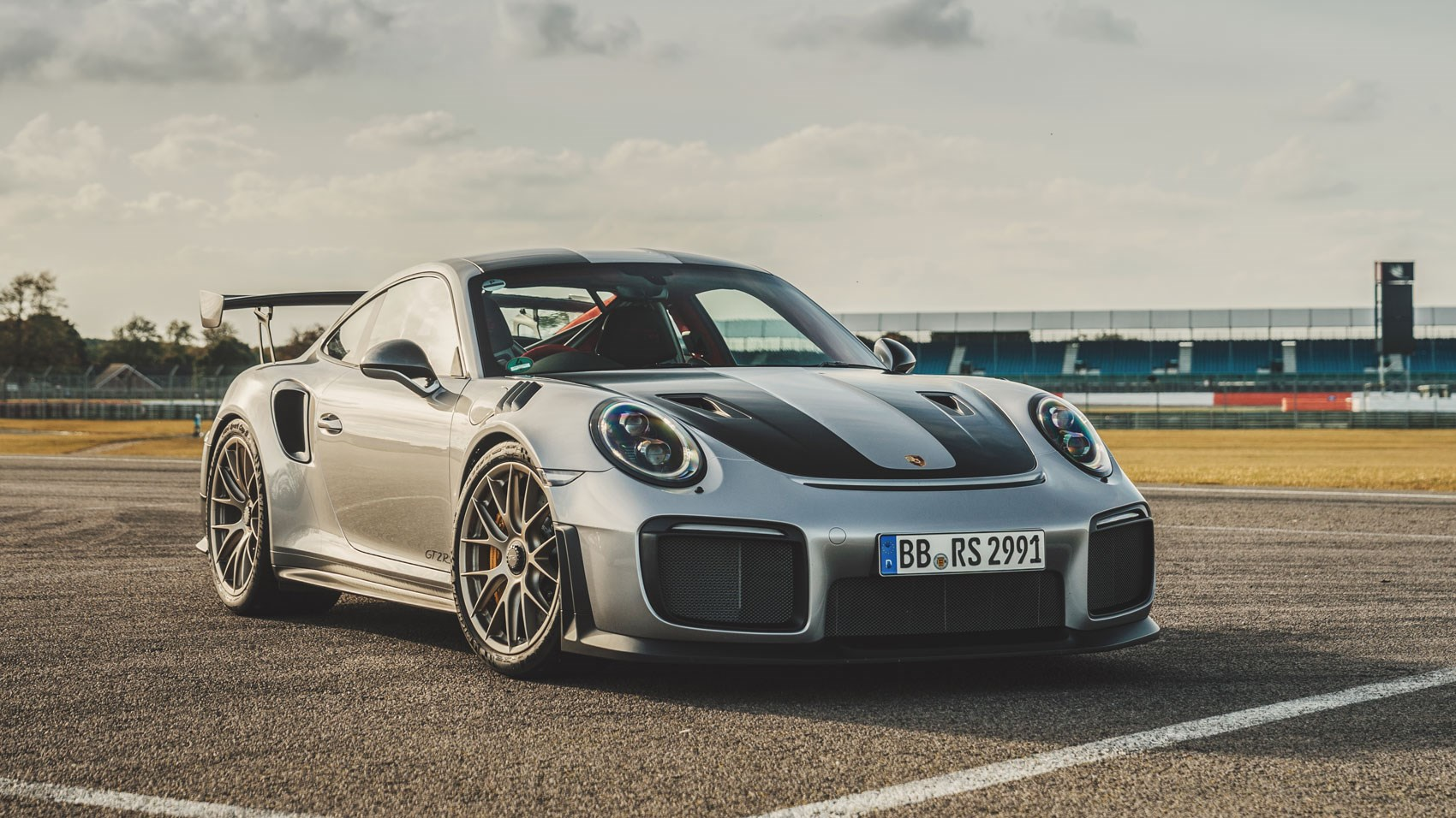 porsche 911 gt2 rs 2017 review by car magazine. Black Bedroom Furniture Sets. Home Design Ideas
