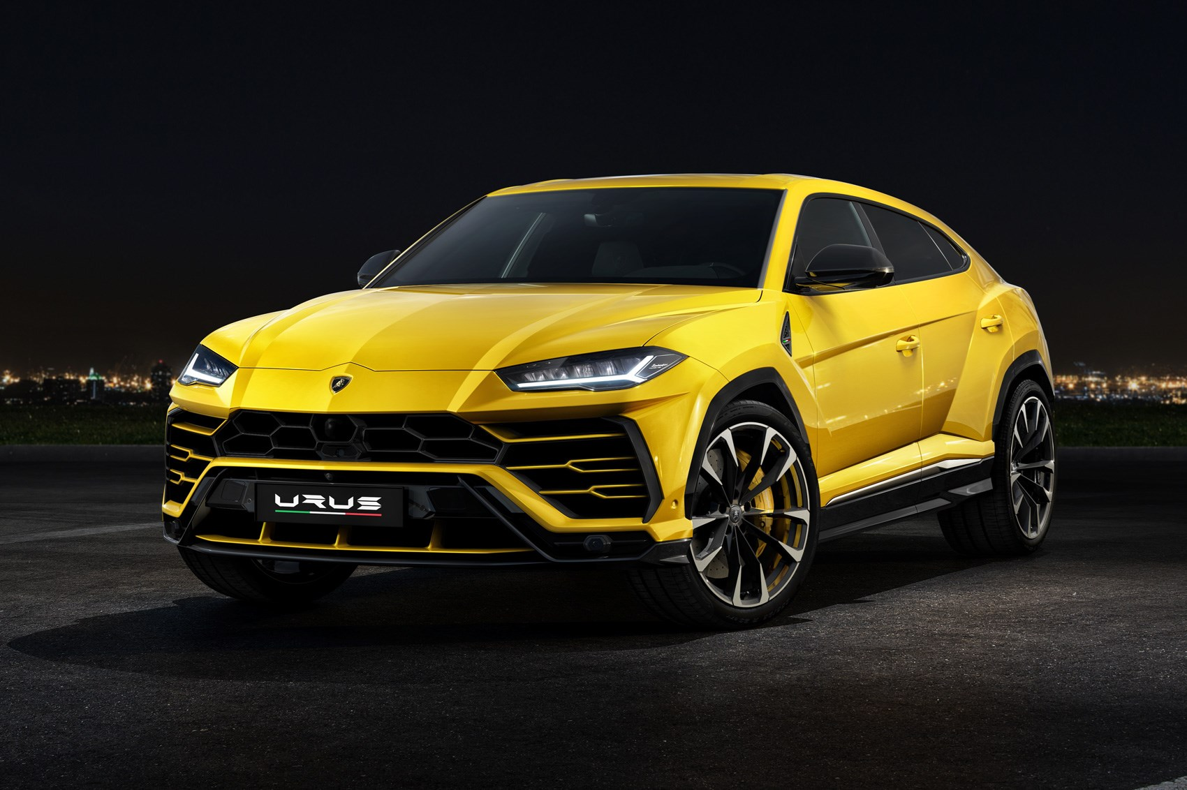 lamborghini urus 2018 suv everything you need to know. Black Bedroom Furniture Sets. Home Design Ideas