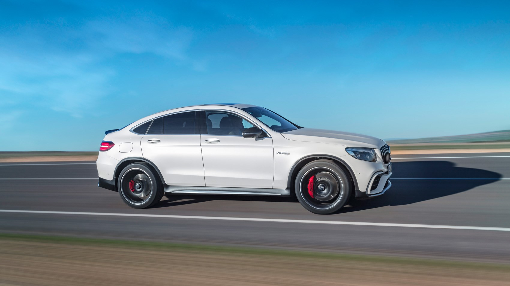 Mercedes-AMG GLC63 S 4Matic Coupe side pan