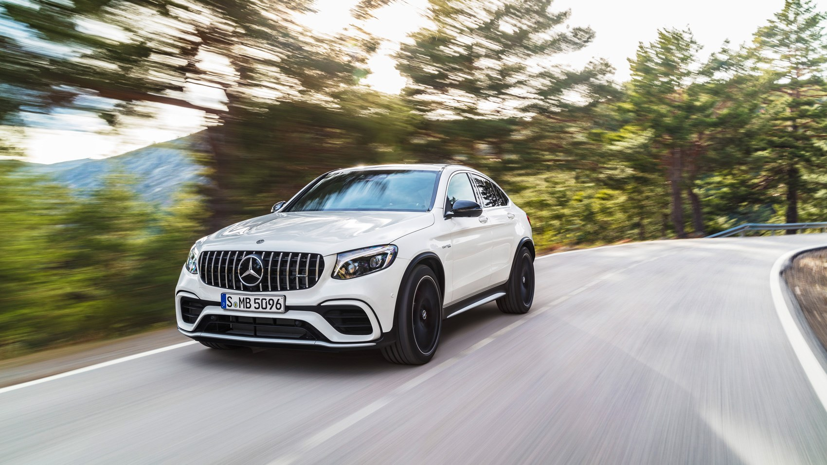 Mercedes-AMG GLC63 S 4Matic Coupe front tracking