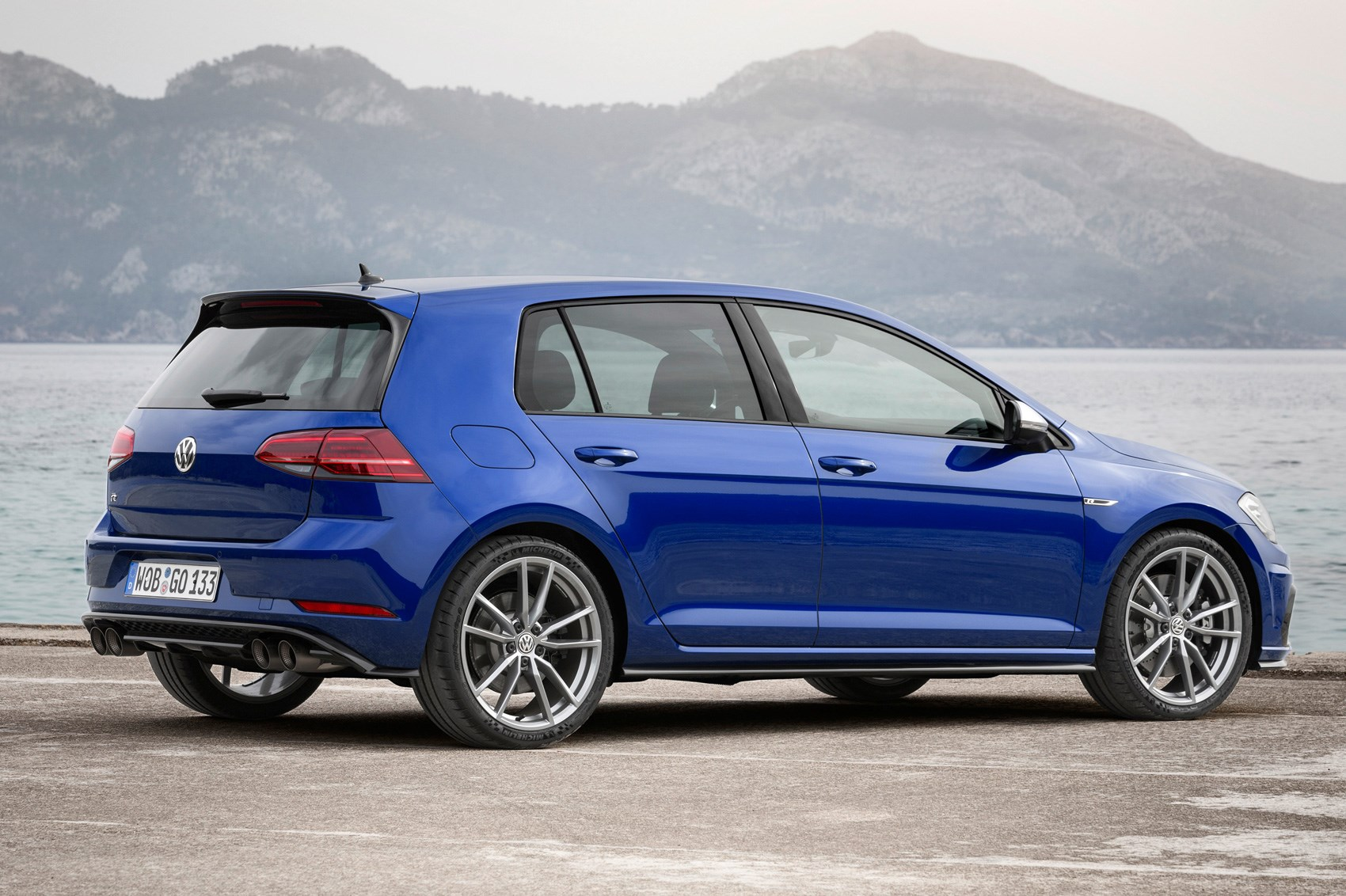 golf r performance pack 200 000th hot hatch revealed car magazine. Black Bedroom Furniture Sets. Home Design Ideas
