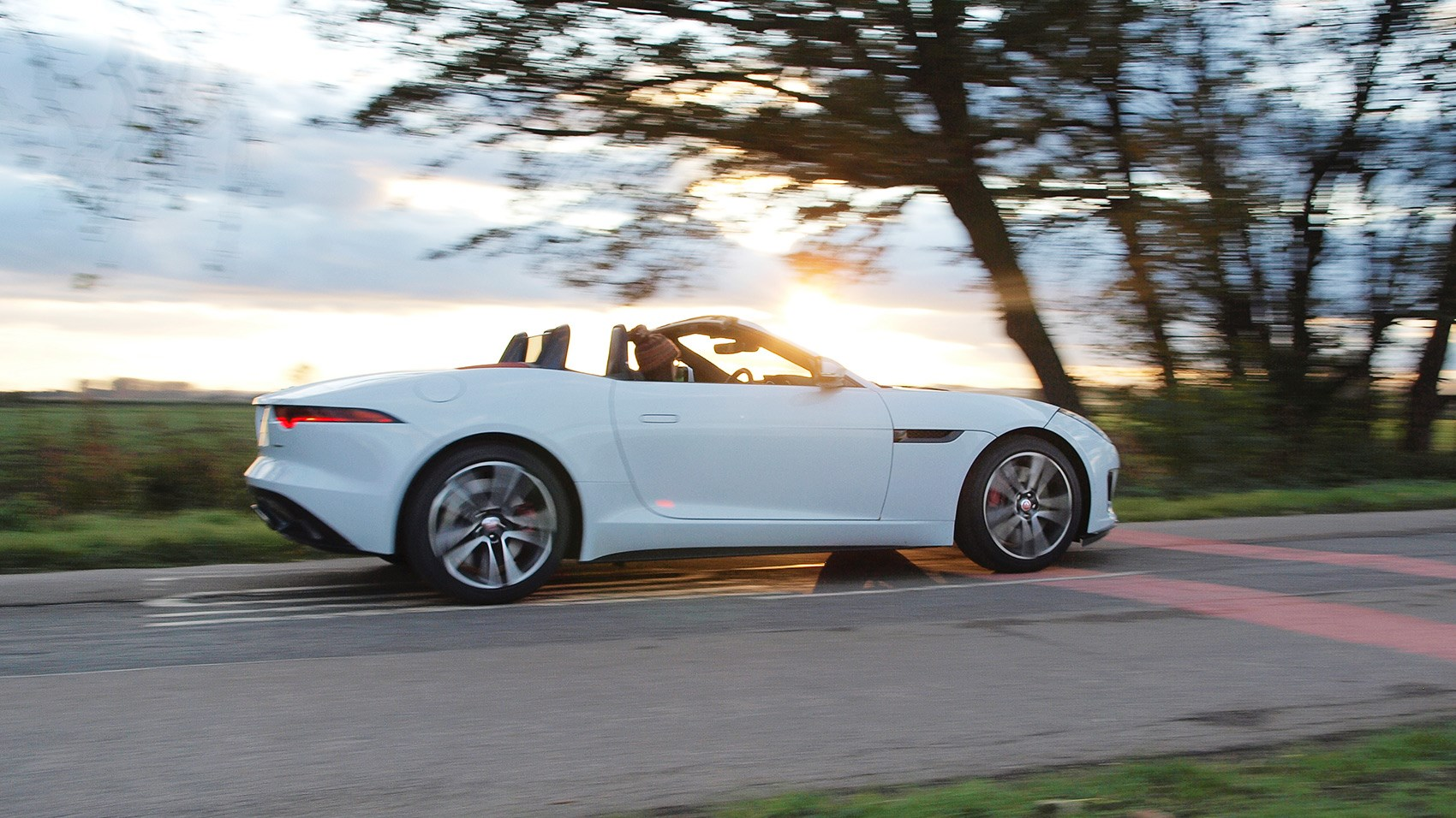 jaguar f type convertible 2 0 300ps r dynamic 2017 review by car magazine. Black Bedroom Furniture Sets. Home Design Ideas