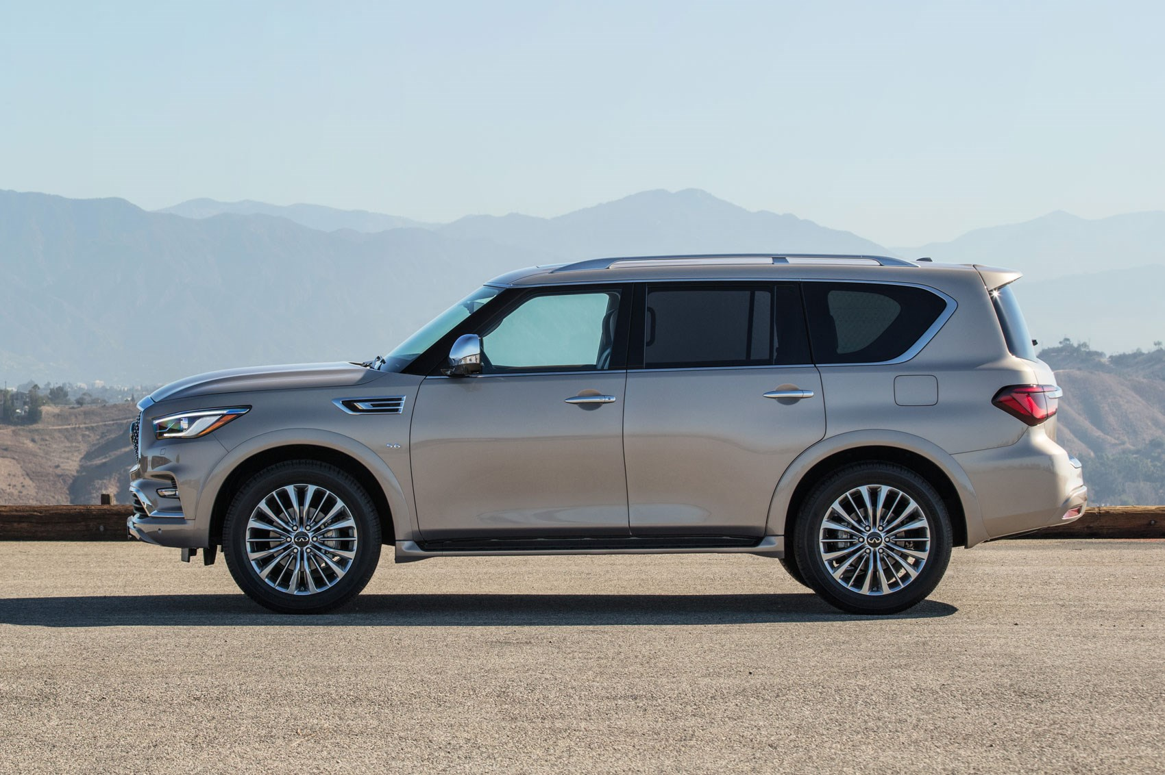 supersized suv infiniti qx80 gets a makeover for 2018 by. Black Bedroom Furniture Sets. Home Design Ideas