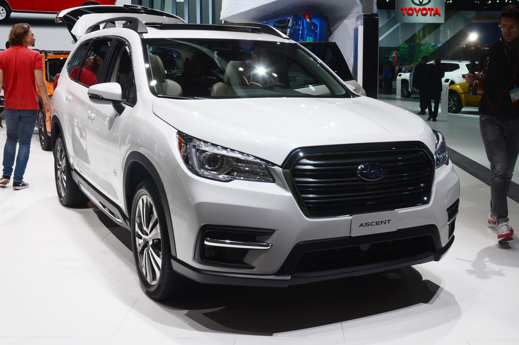 subaru ascent suv pics specs and details by car magazine. Black Bedroom Furniture Sets. Home Design Ideas