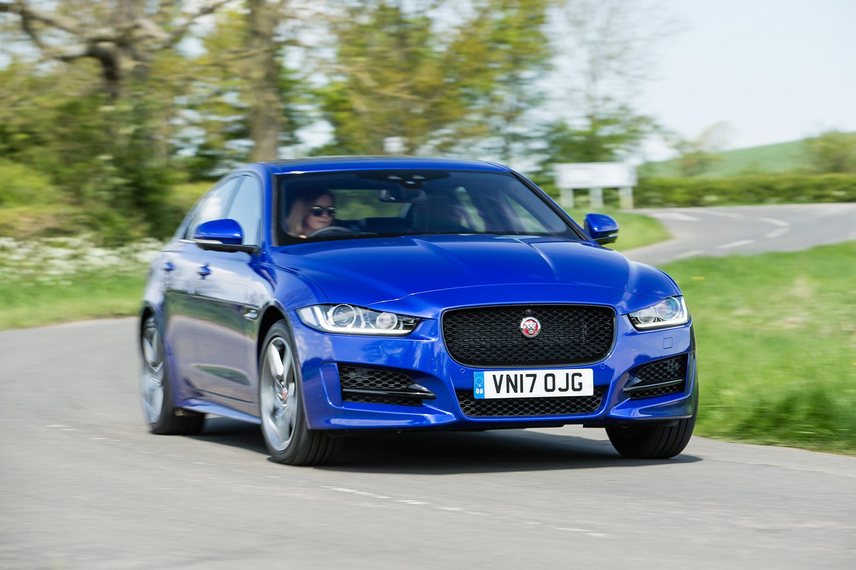 Jaguar Xe R Sport 25d Awd 2017 Review Car Magazine