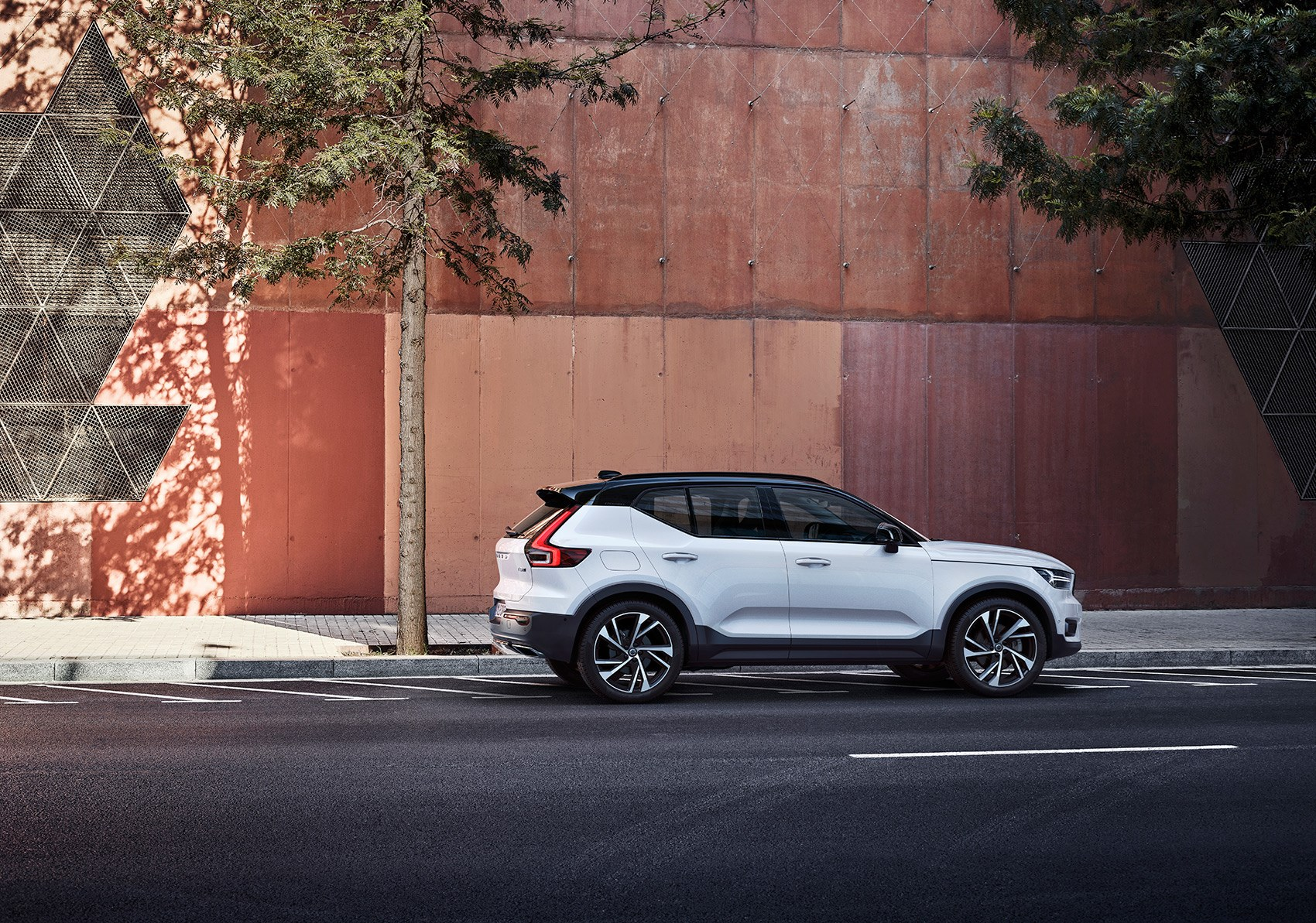 Volvo XC40 dimensions: 4425mm long, 1910mm wide, 1658mm high
