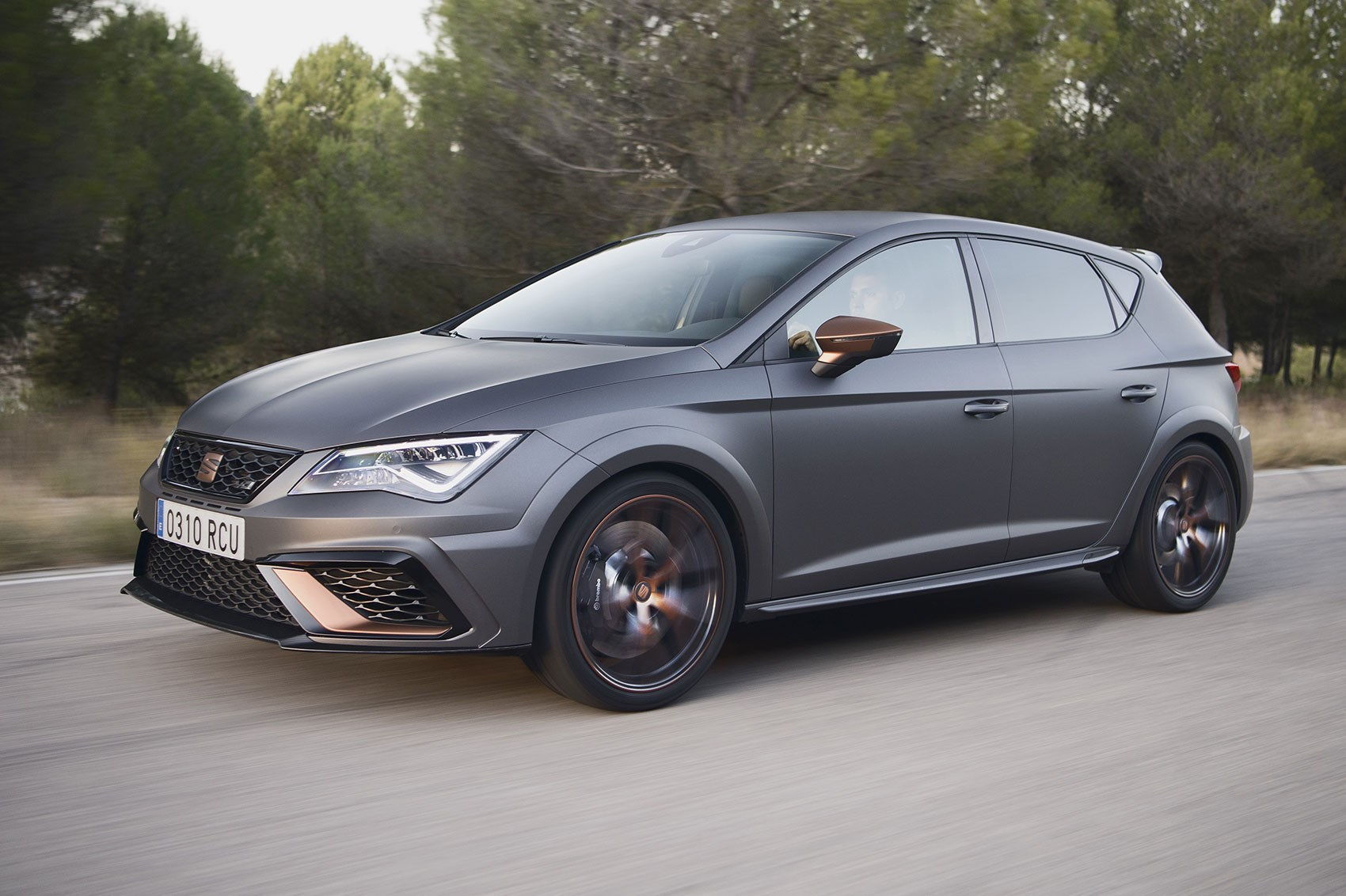 Seat Leon Cupra R (2018) review by CAR Magazine