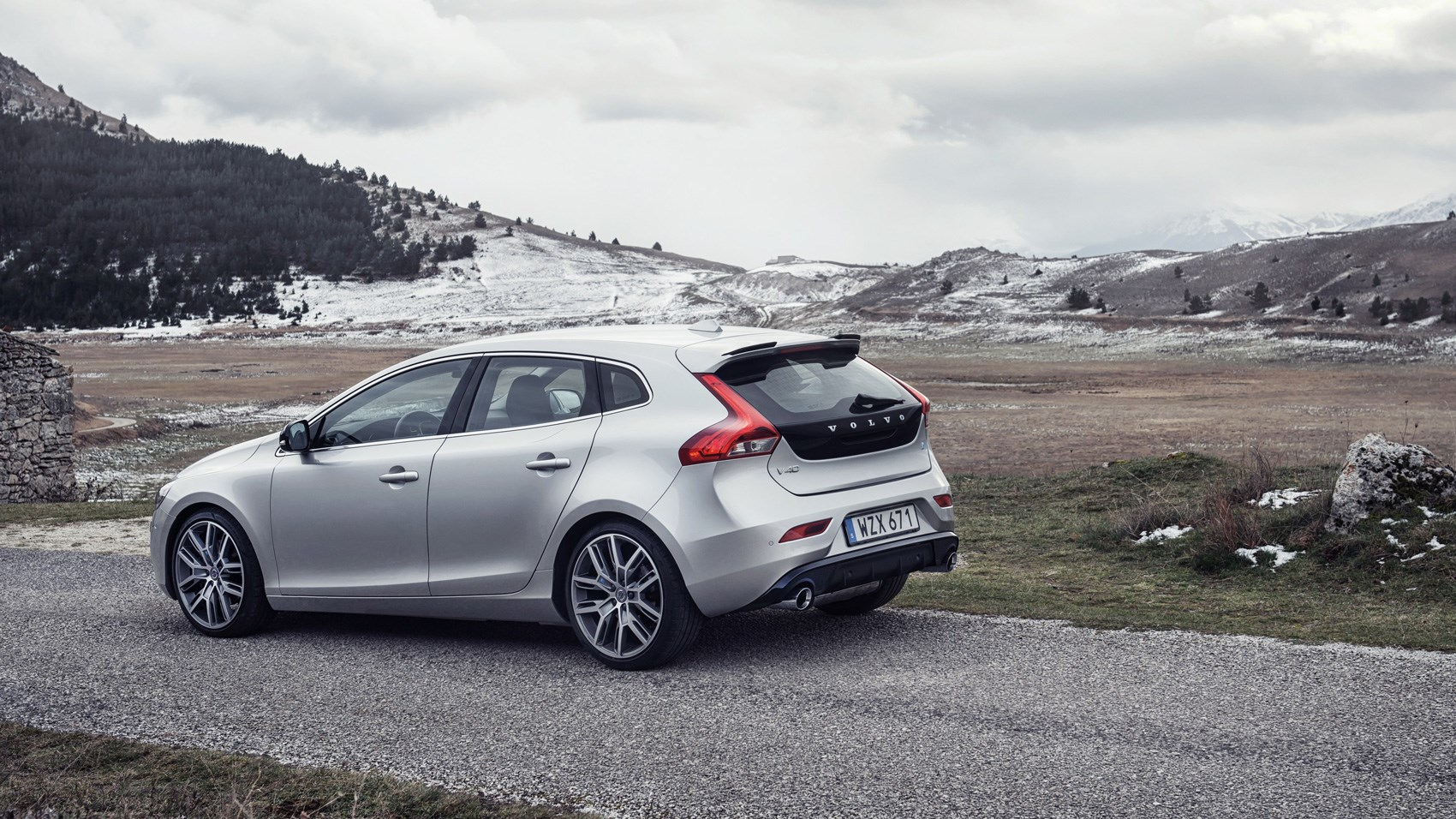 volvo v40 t5 r design pro polestar 2017 review by car magazine. Black Bedroom Furniture Sets. Home Design Ideas