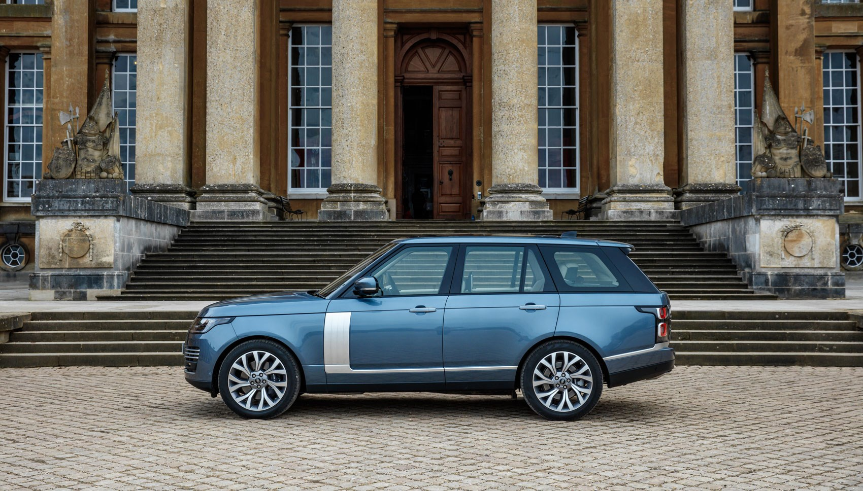 But Yes This Is A Four Cylinder Range Rover Albeit One With Figures That Put It Ahead Of Both Sels On And Between Them Torque