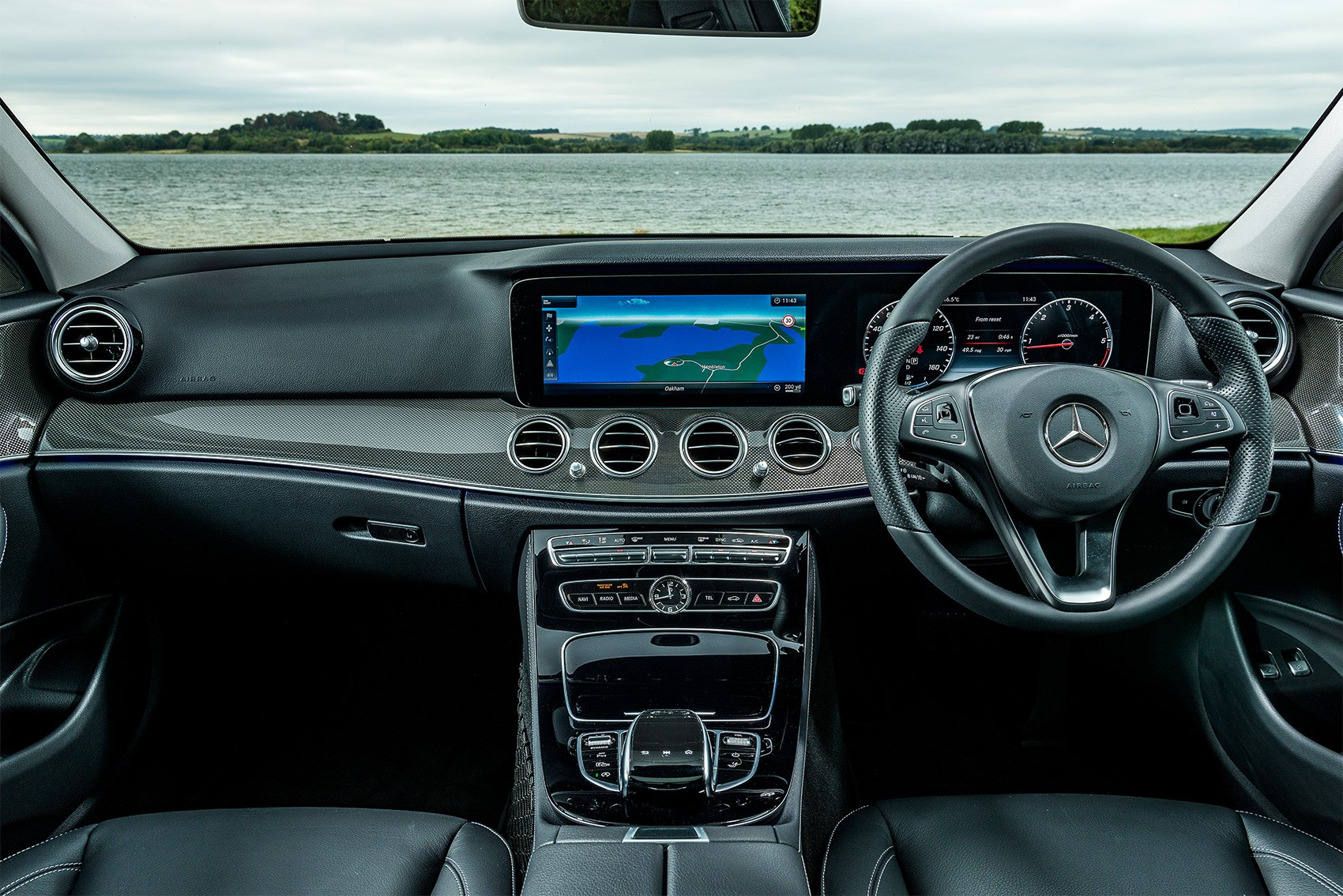 https://car-images.bauersecure.com/pagefiles/78547/1752x1168/v90-5-series-e-class_04.jpg?mode=max&quality=90&scale=down