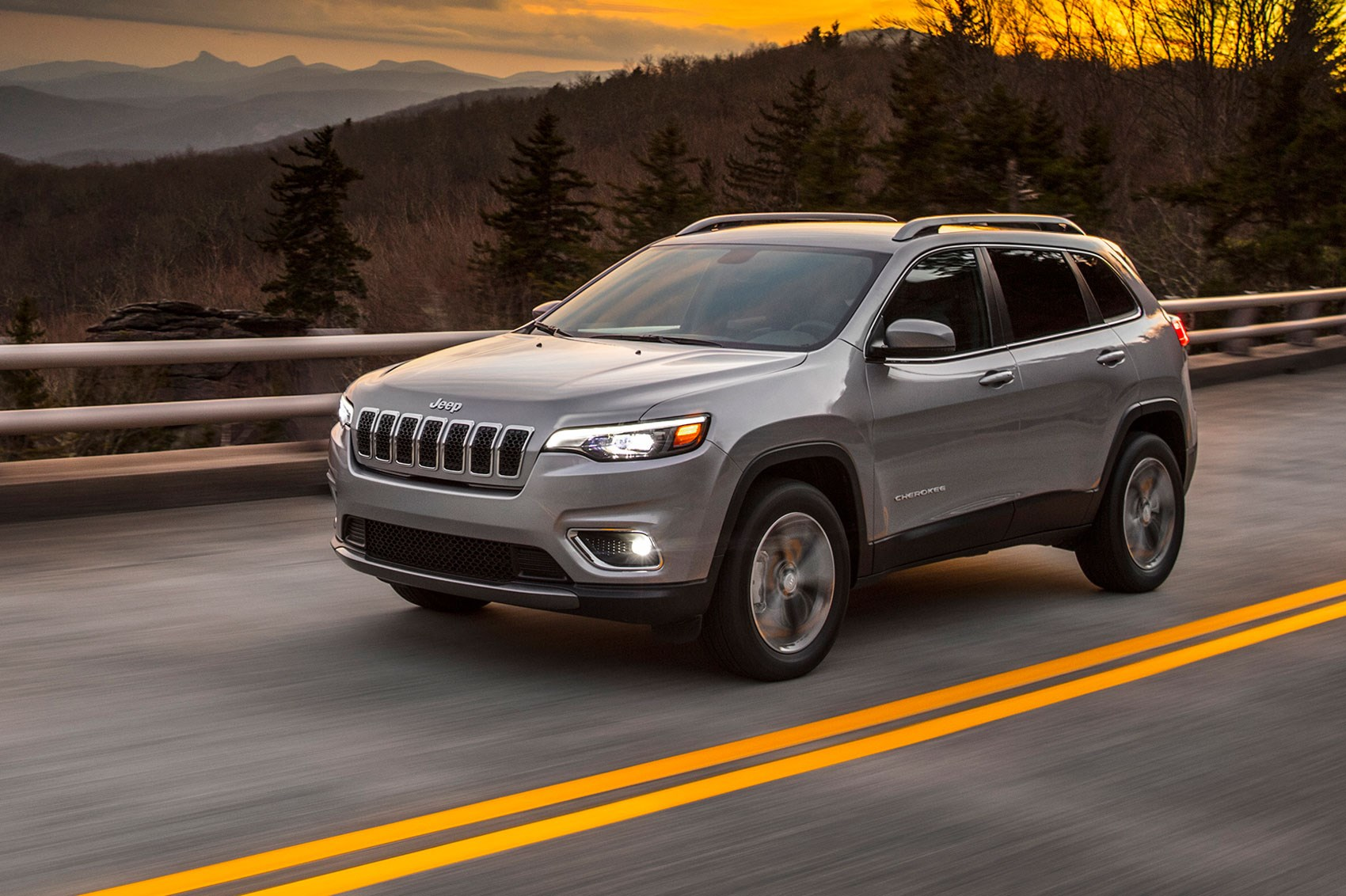 Jeep Cherokee: facelifted SUV heading for Detroit show