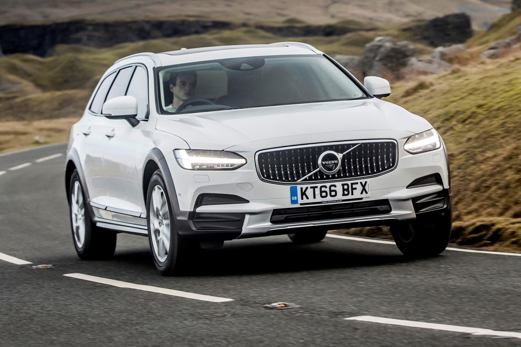 Volvo V90 D5 Cross Country Pro 2017 Review Car Magazine