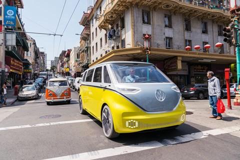 ID Buzz vs VW Microbus twin driving