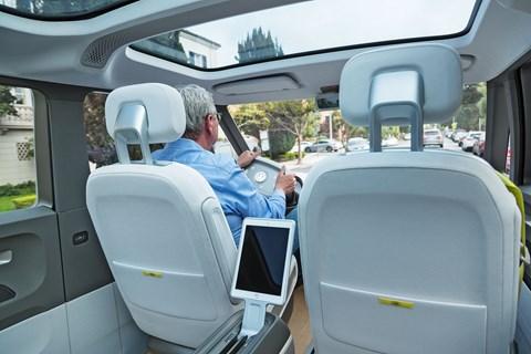 ID Buzz vs VW Microbus Georg driving