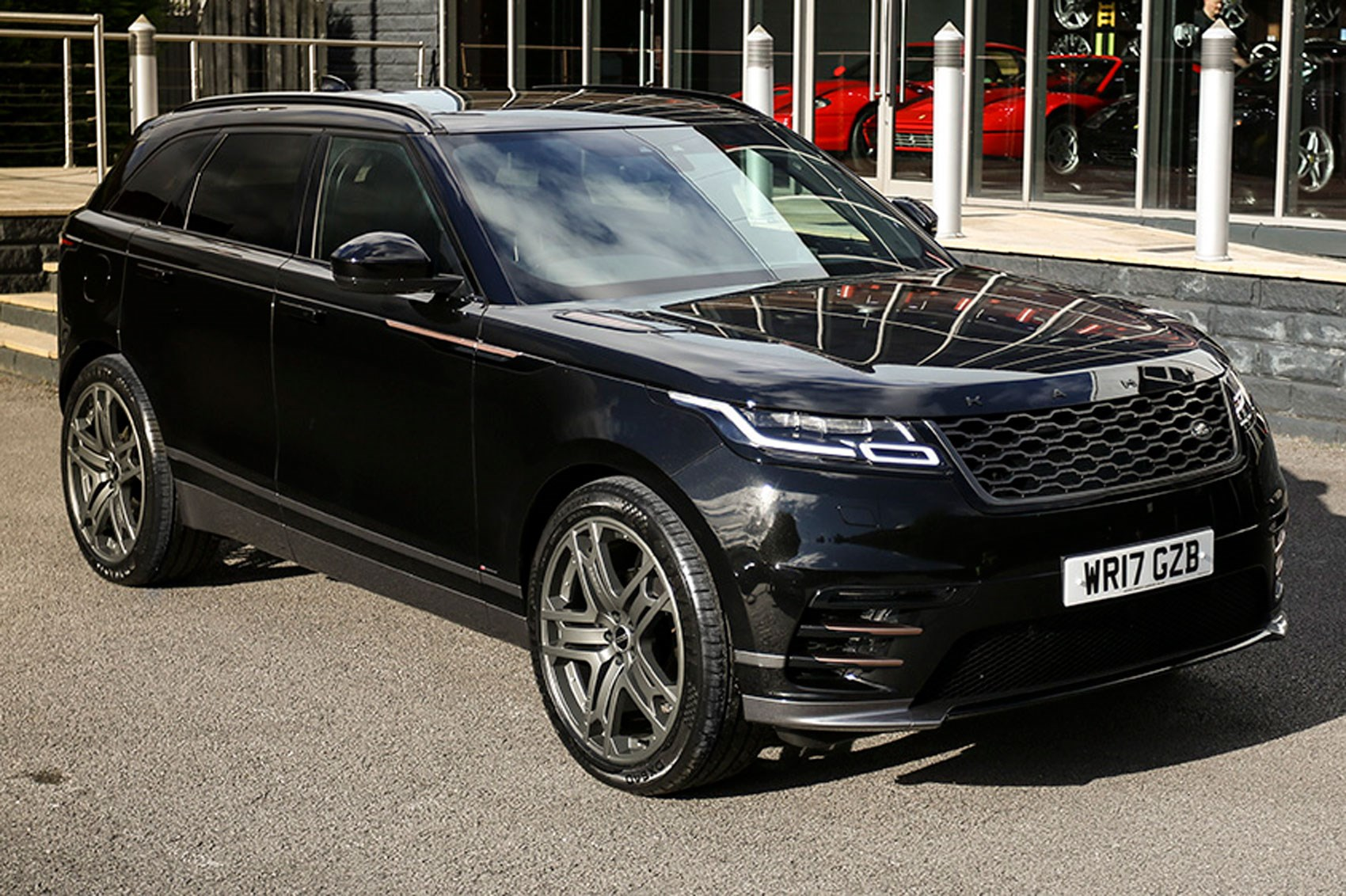 range rover velar by kahn design 2018 pics details and price car magazine. Black Bedroom Furniture Sets. Home Design Ideas