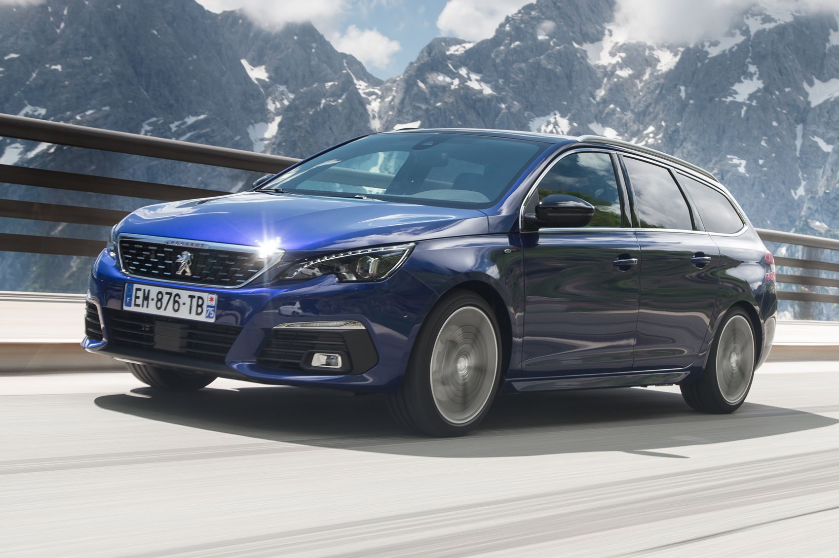 Car Leasing Comparison >> Peugeot 308 SW GT Line (2018) review | CAR Magazine