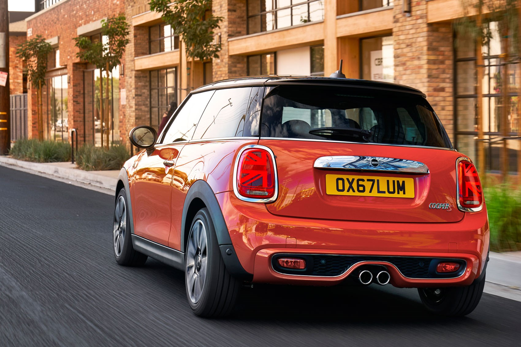A mini makeover facelifted Mini hatch and convertible here for 2018