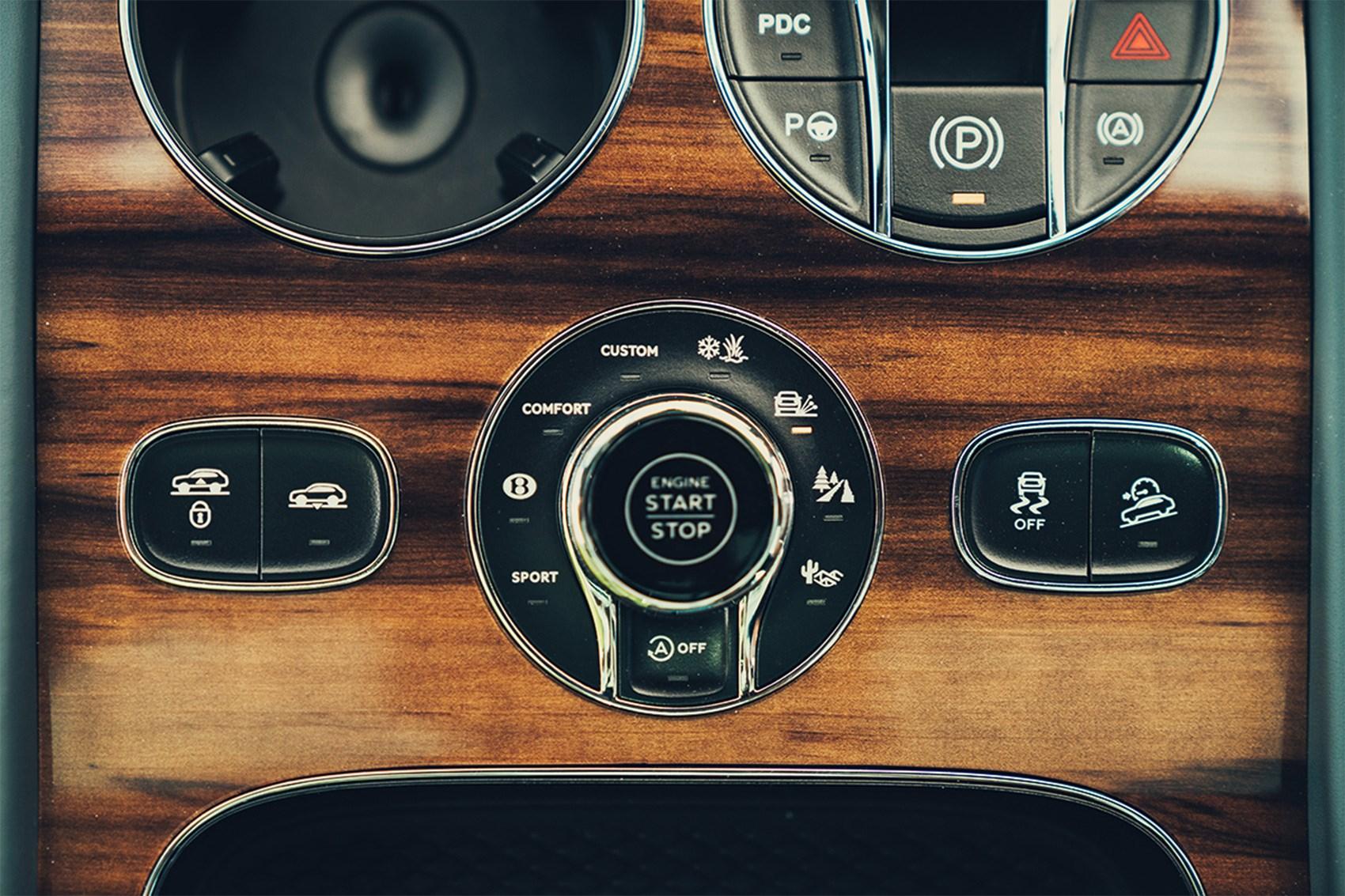 Bentley Bentayga vs Range Rover SVA Dynamic twin test review