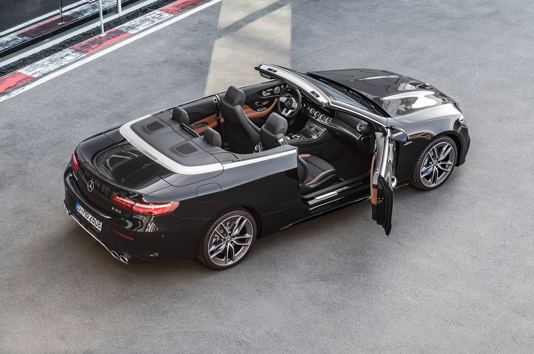 https://car-images.bauersecure.com/pagefiles/79408/mercedes_amg_53_26.jpg
