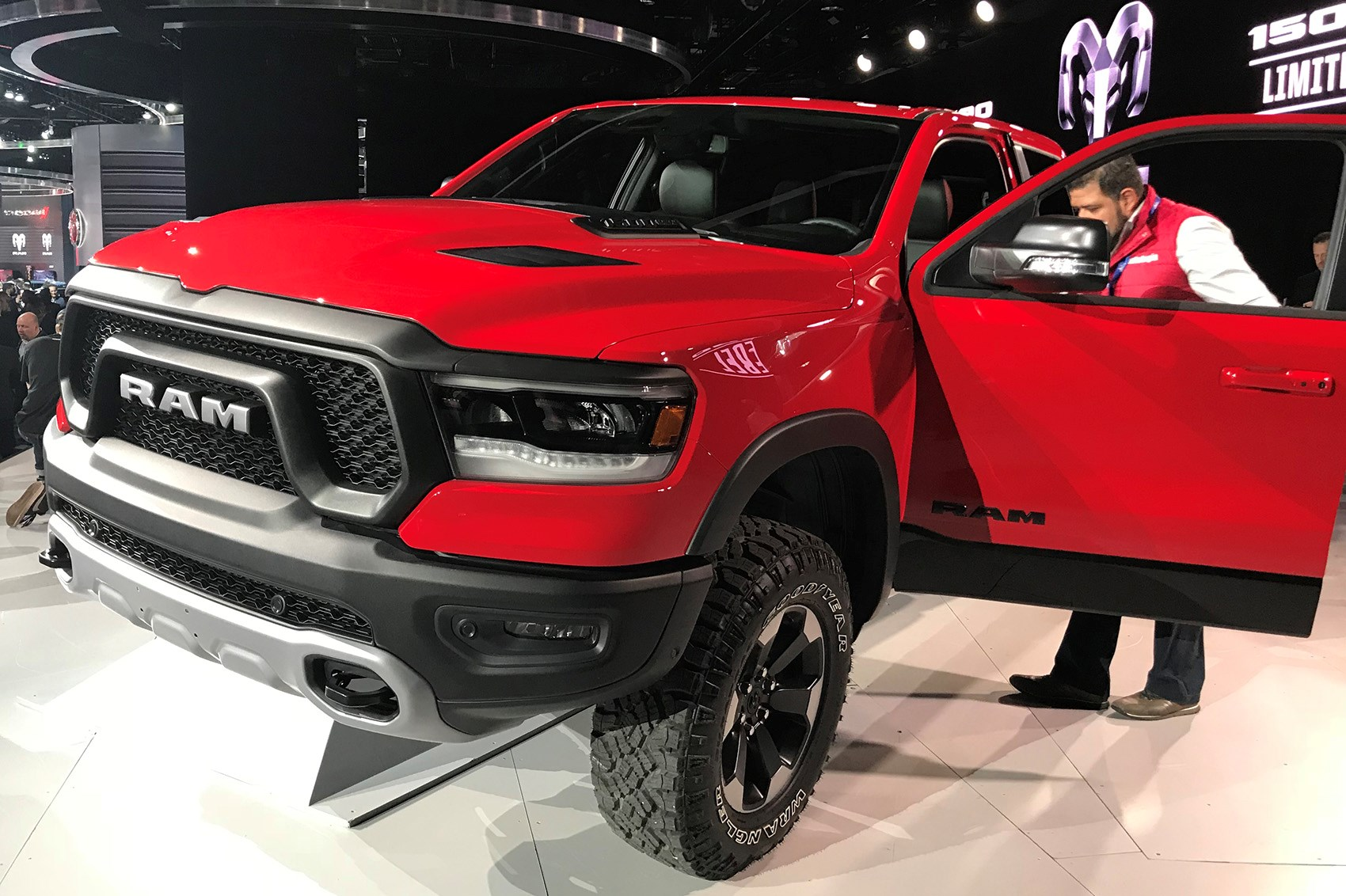 new 2019 ram 1500 pick up unveiled pictures specs. Black Bedroom Furniture Sets. Home Design Ideas