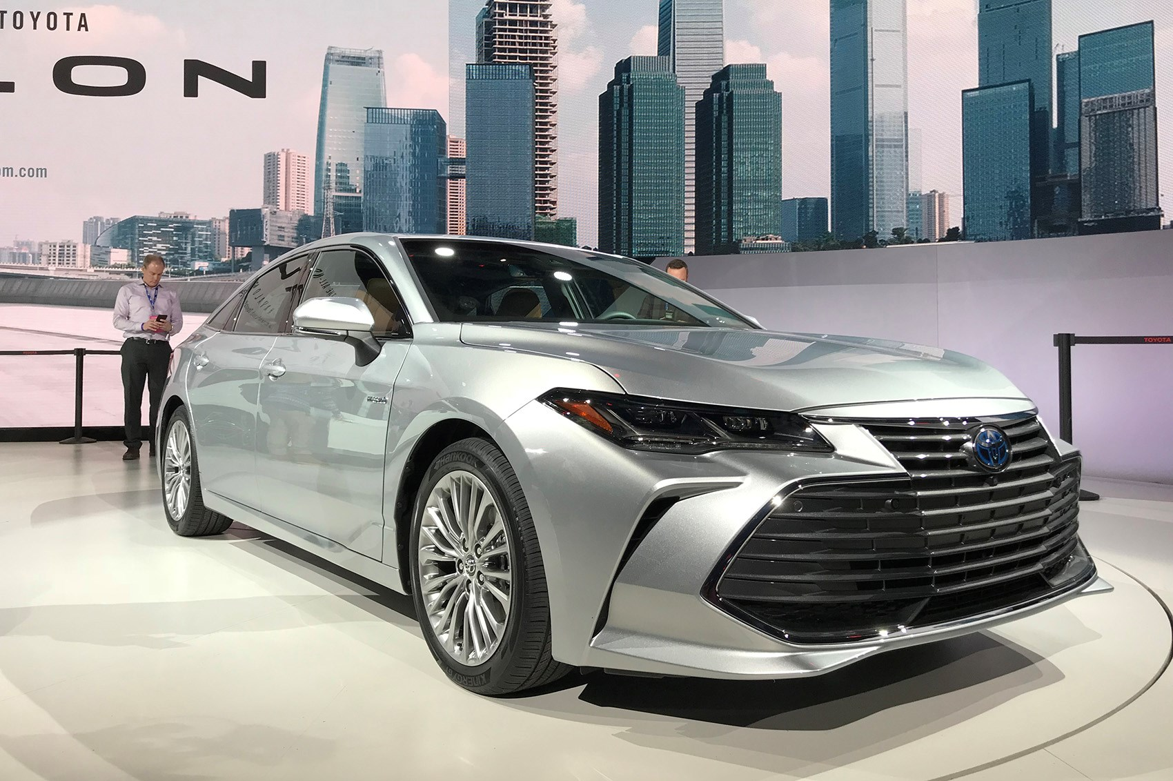 Toyota Avalon 2019 New Saloon Breezes Into Detroit By
